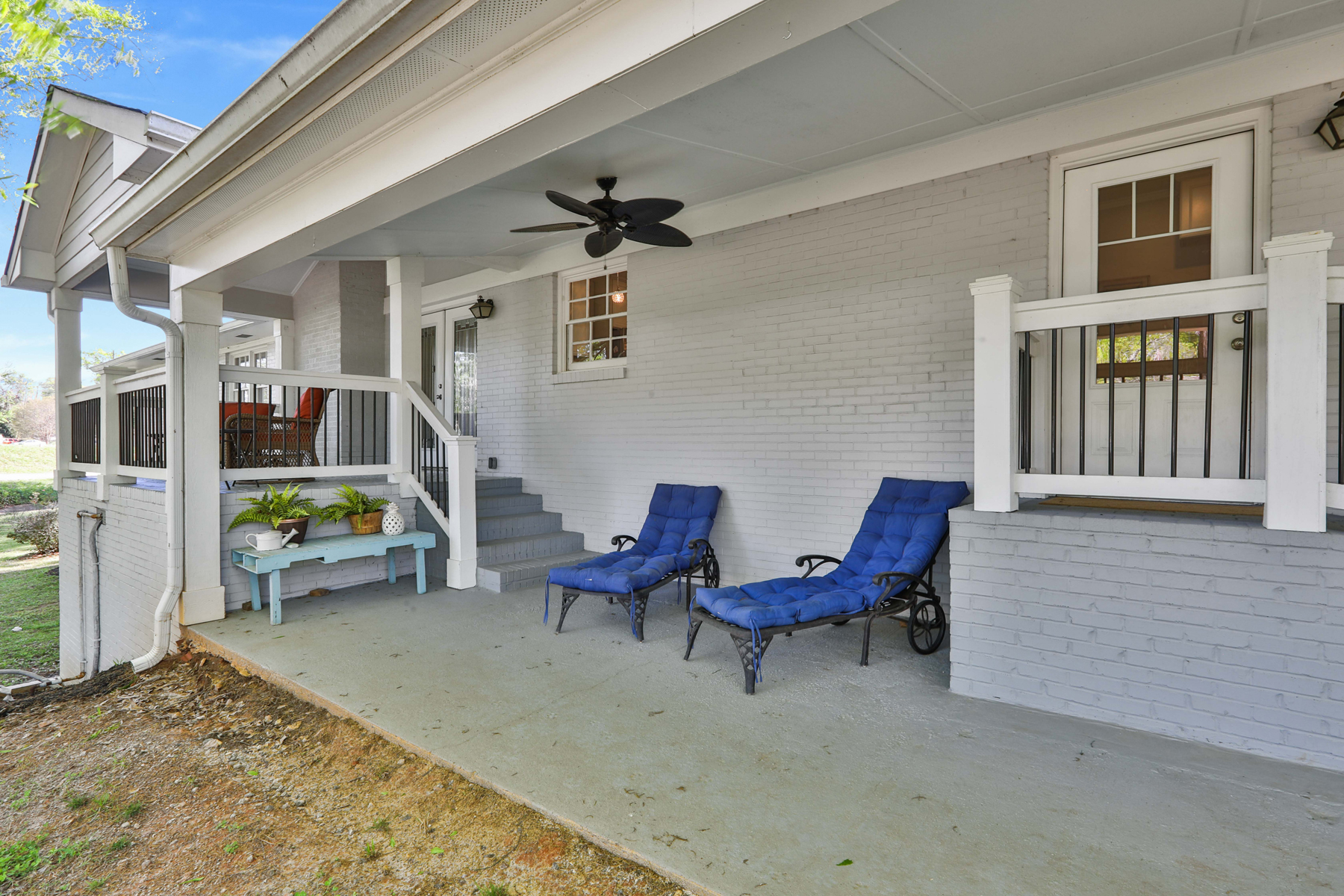 Additional photo for property listing at Fully Renovated Four Bedroom Mid-Century Ranch 39 Luther Bailey Road, Senoia, Georgia 30276 Stati Uniti
