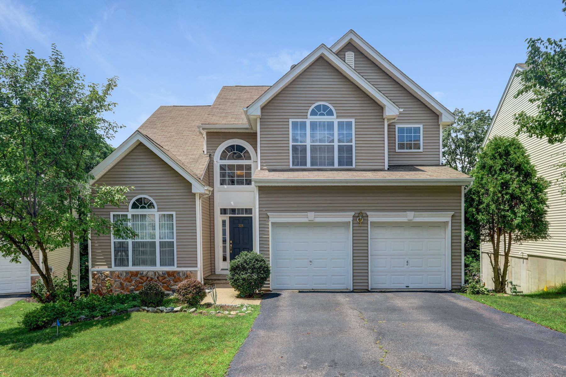 Single Family Homes for Sale at Beautiful Colonial 326 Winding Hill Drive Mount Olive, New Jersey 07840 United States