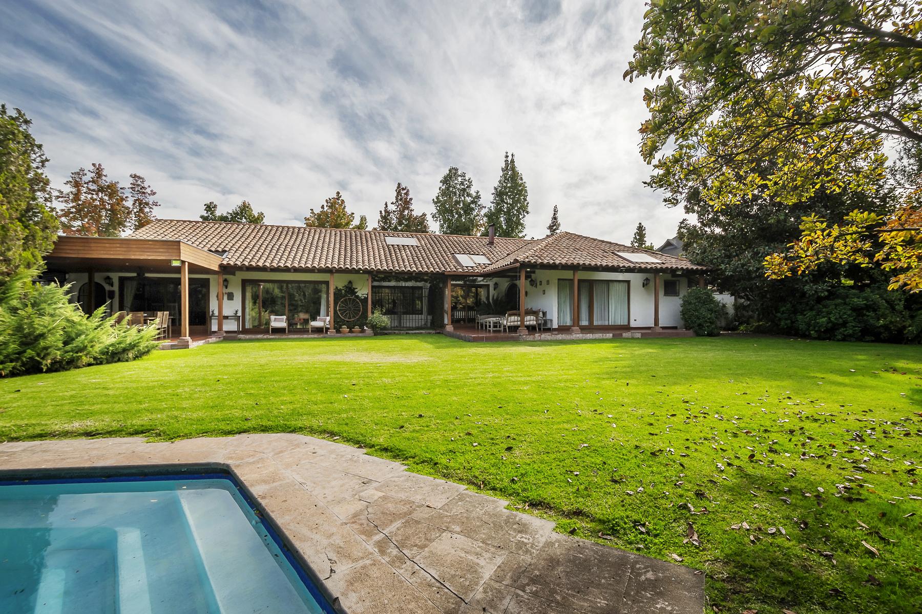 Einfamilienhaus für Verkauf beim Distinguished Chilean style House Lo Barnechea, Santiago, Region Metropolitana De Santiago Chile