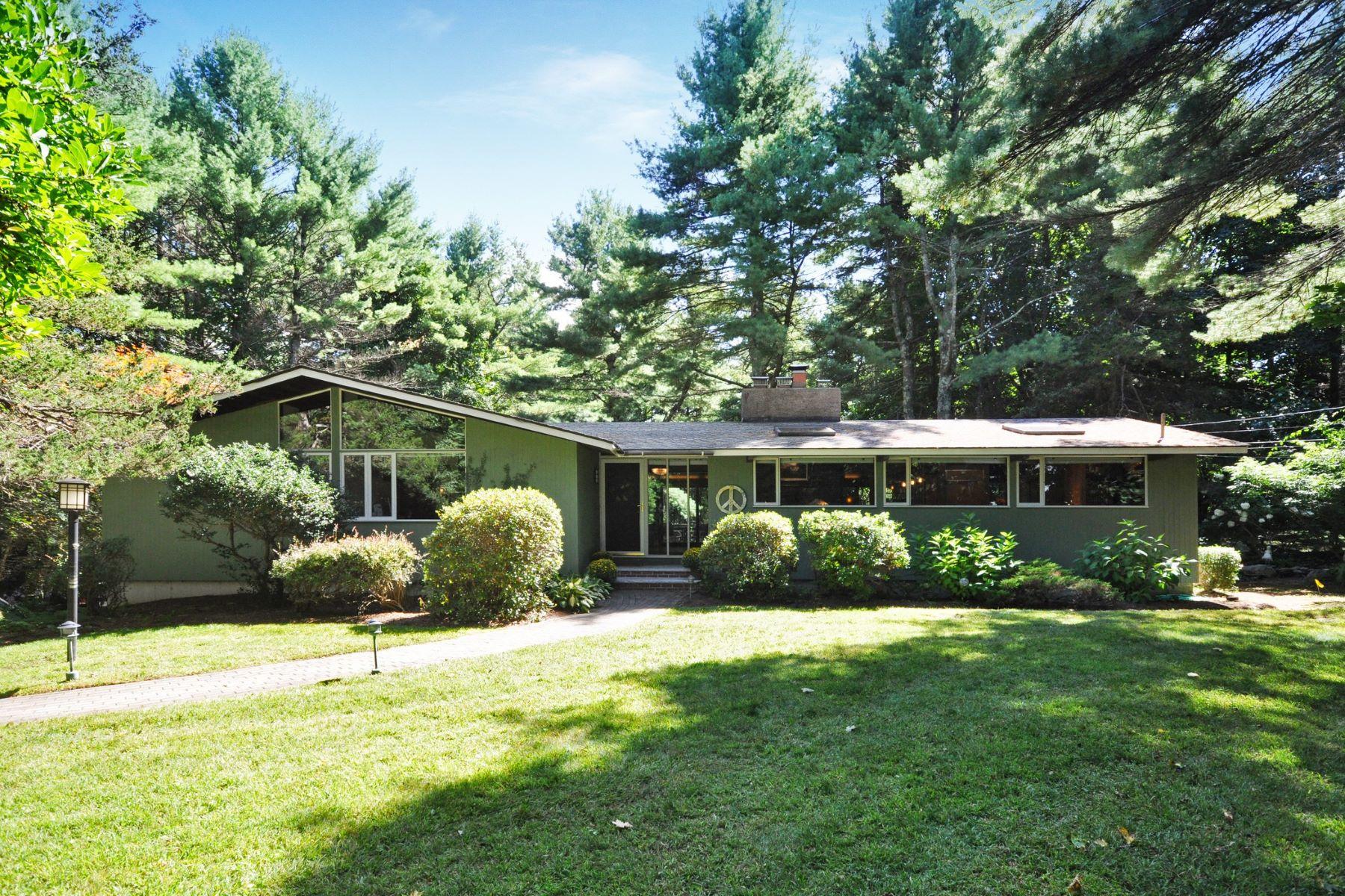 Single Family Homes por un Venta en 134 East Street Carlisle, Massachusetts 01741 Estados Unidos