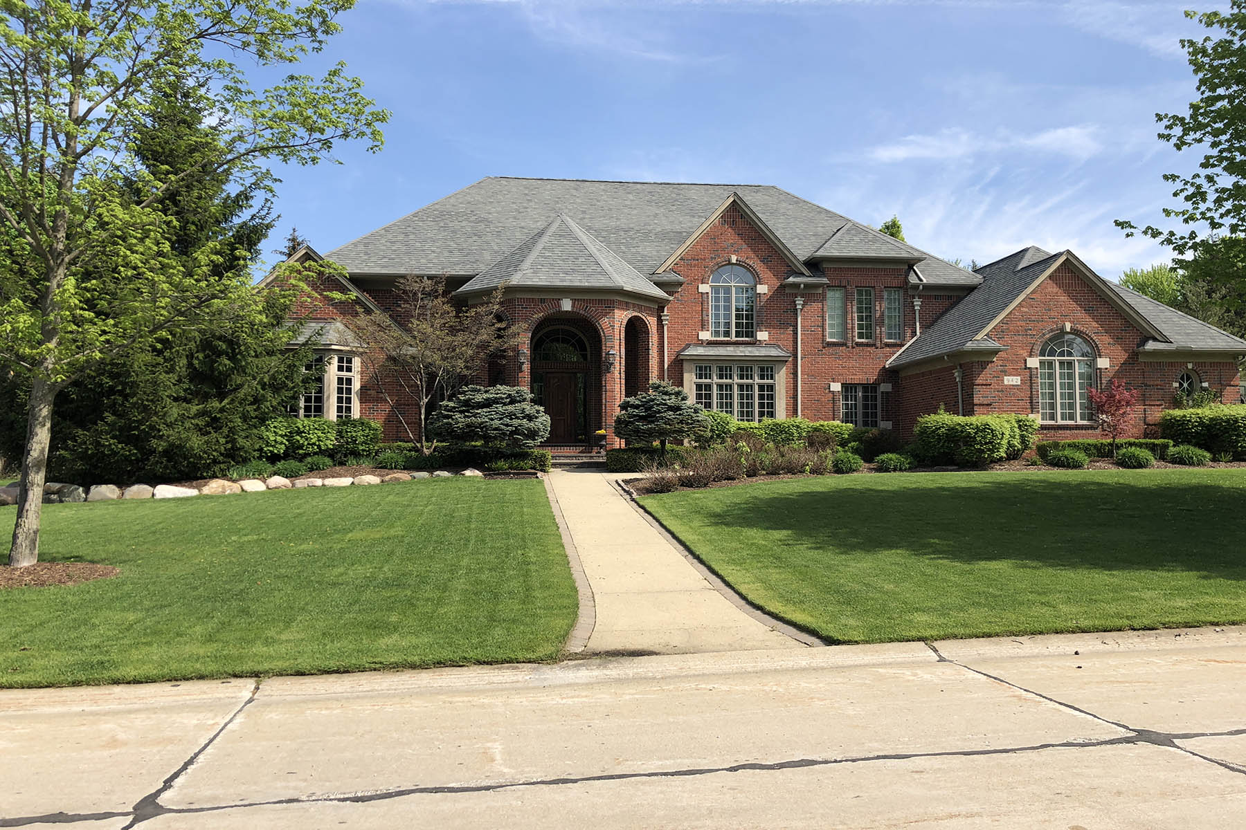 Single Family Homes for Active at 942 Bloomfield Knoll Drive Bloomfield, Michigan 48304 United States