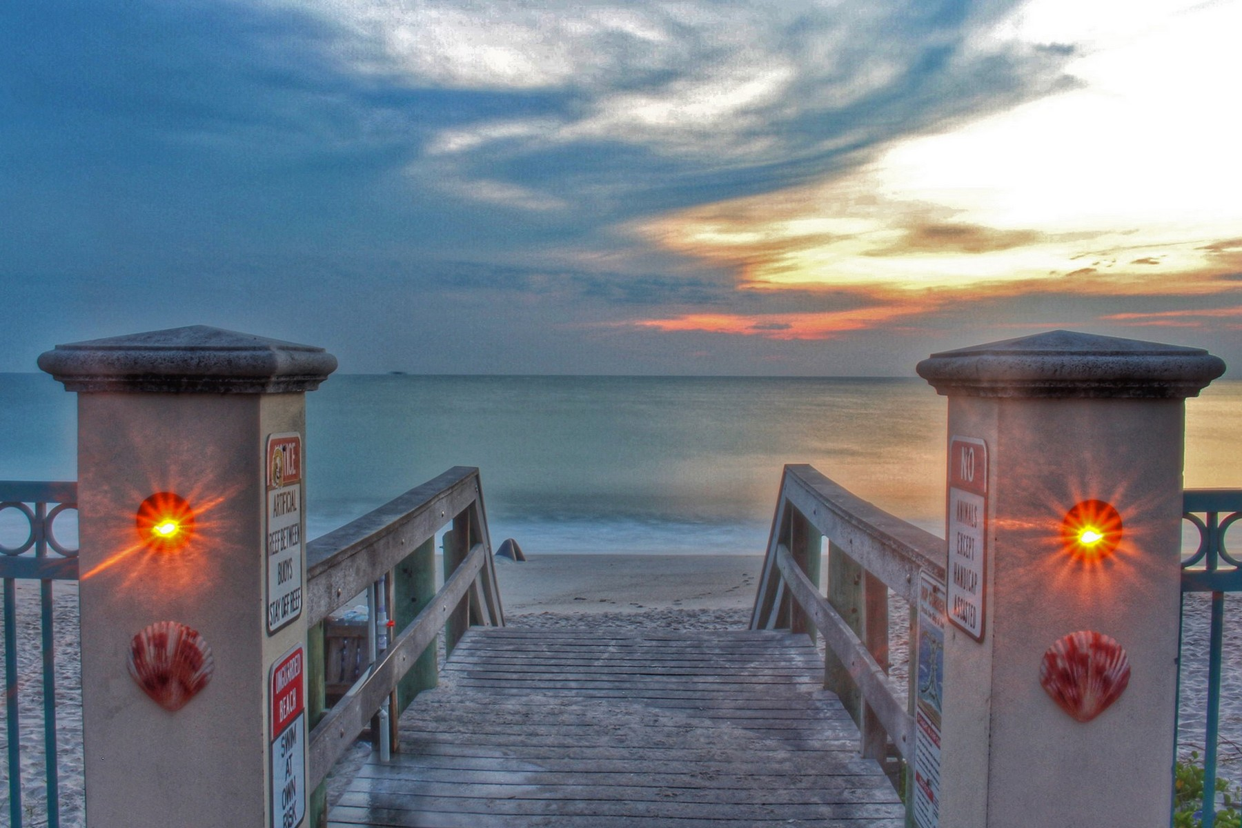 Additional photo for property listing at Beautiful Town-home with Soaring Ceilings Overlooking Pond & Fountain 110 Mediterranean Way Indian Harbour Beach, Florida 32937 United States