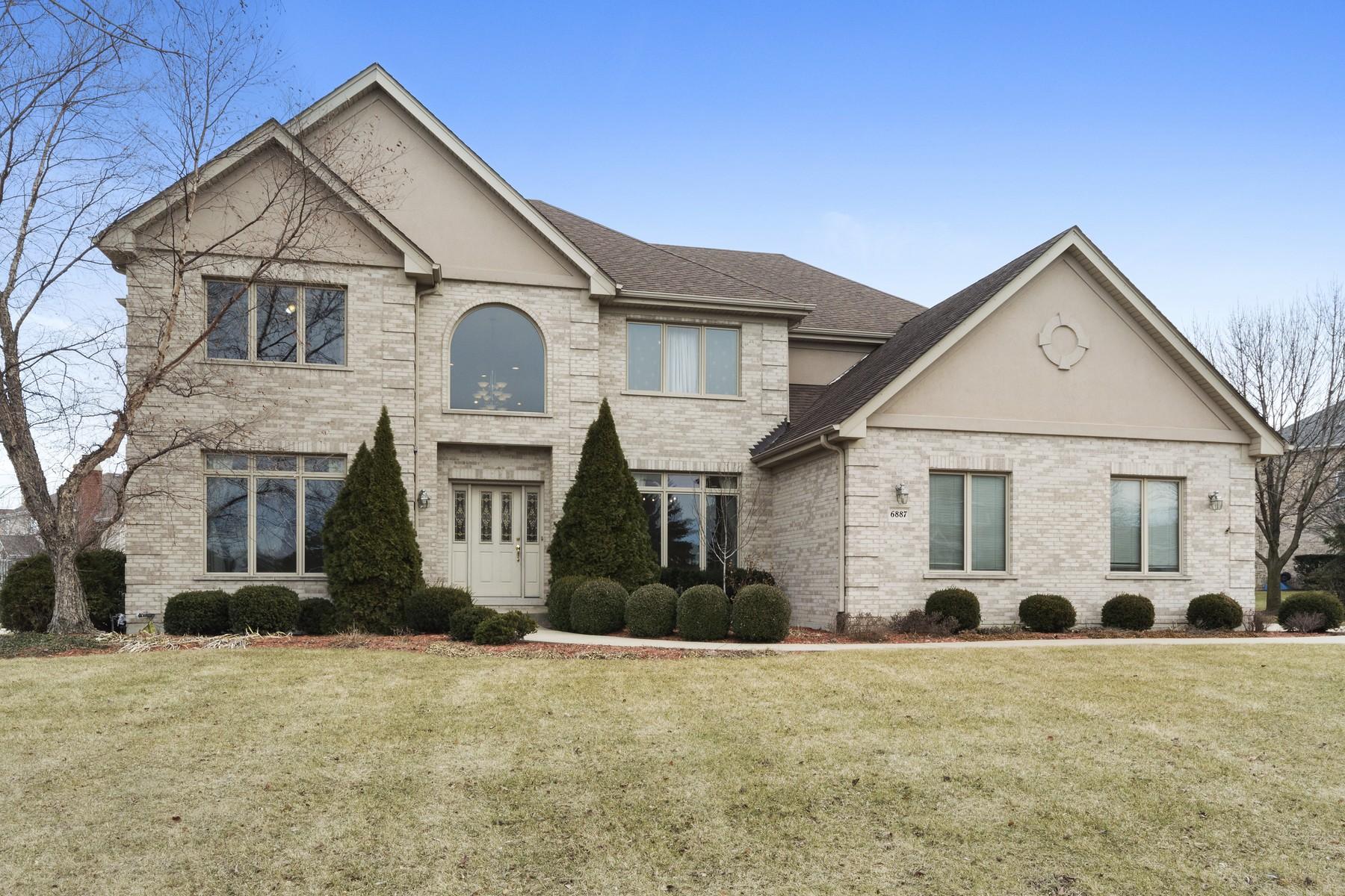 Vivienda unifamiliar por un Venta en Prominently Positioned Burr Ridge Home 6887 Fieldstone Drive Burr Ridge, Illinois, 60527 Estados Unidos