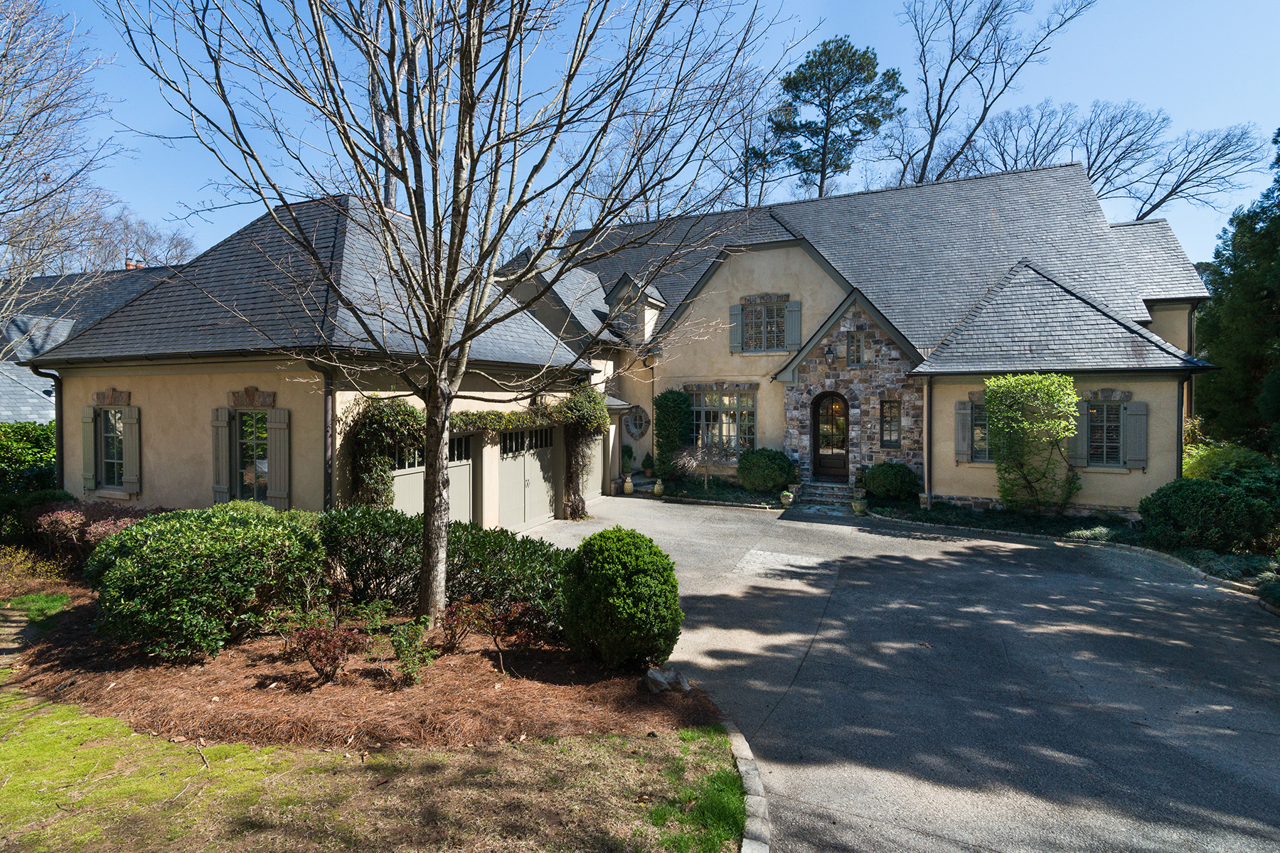Additional photo for property listing at Luxury and Low Maintenance Living in Buckhead's Only Gated and Manned Community 675 W Paces Ferry Road No. 5 Atlanta, Georgia 30327 United States