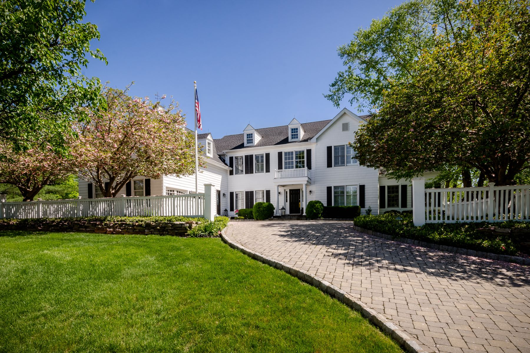 Property للـ Sale في Nantucket Style At Every Turn 37 Blue Heron Way, Skillman, New Jersey 08558 United States