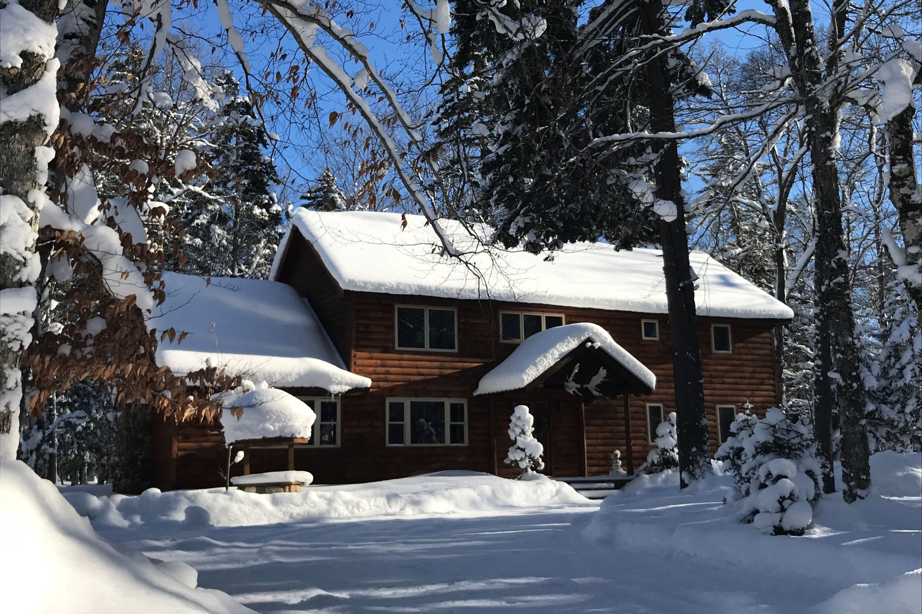 Casa Unifamiliar por un Venta en Private Log Home Near Big Moose Lake 171 Darts Lake Road Big Moose, Nueva York 13331 Estados Unidos