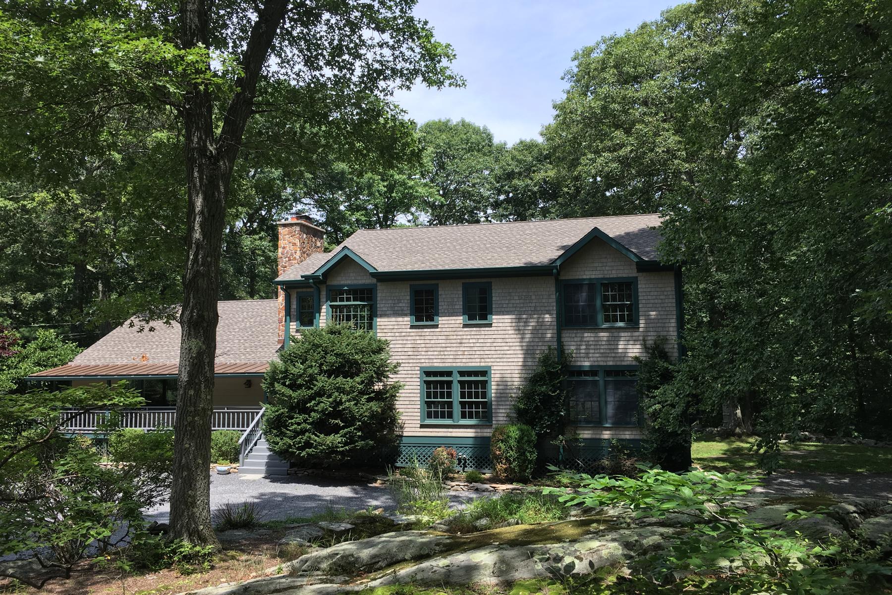 Maison unifamiliale pour l Vente à Country Farmhouse 11 Kinnicut Road East Pound Ridge, New York 10576 États-Unis