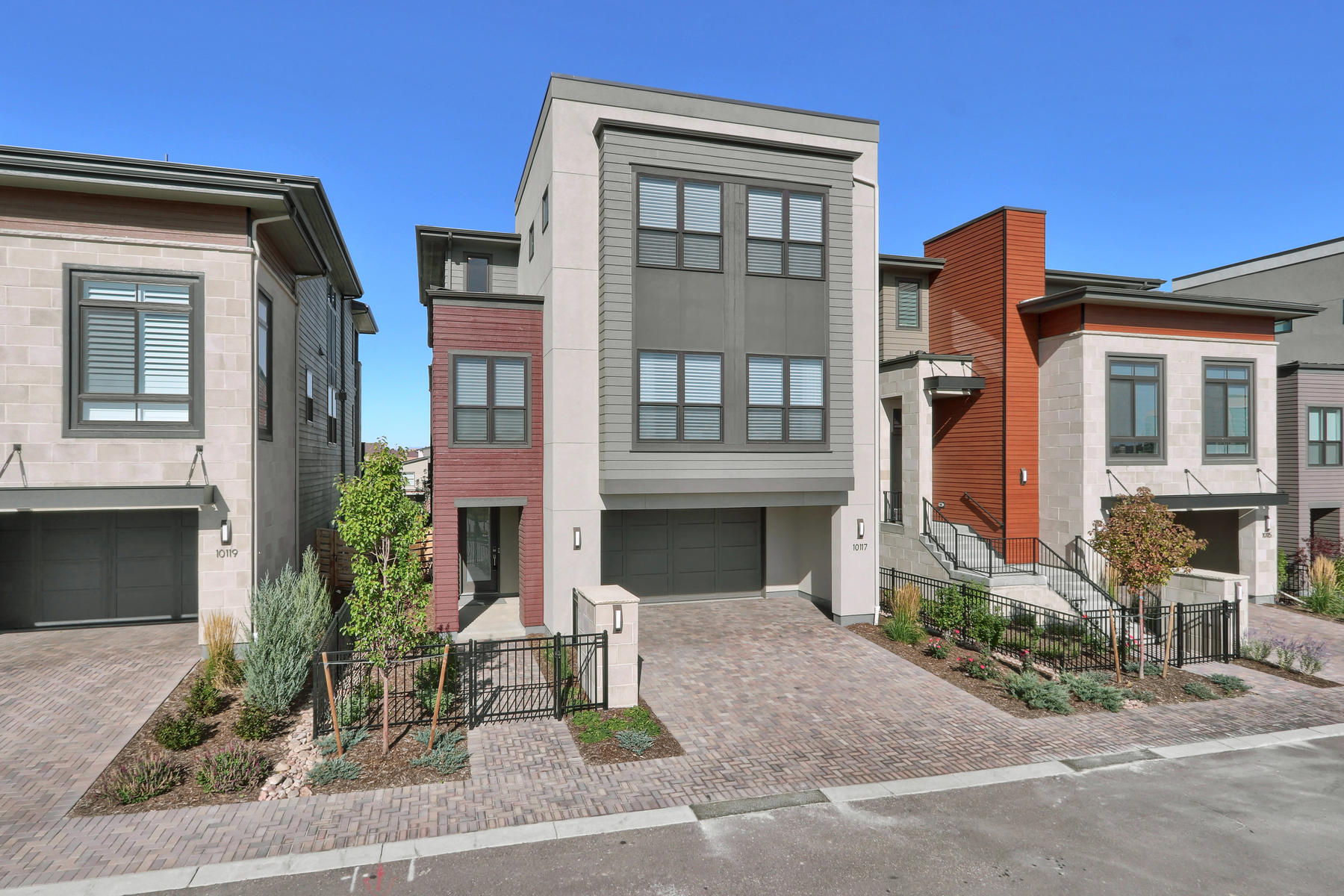 Single Family Homes for Sale at This Fresh Contemporary is a rare opportunity in the heart of Lone Tree. 10117 Bellwether Ln Lone Tree, Colorado 80124 United States