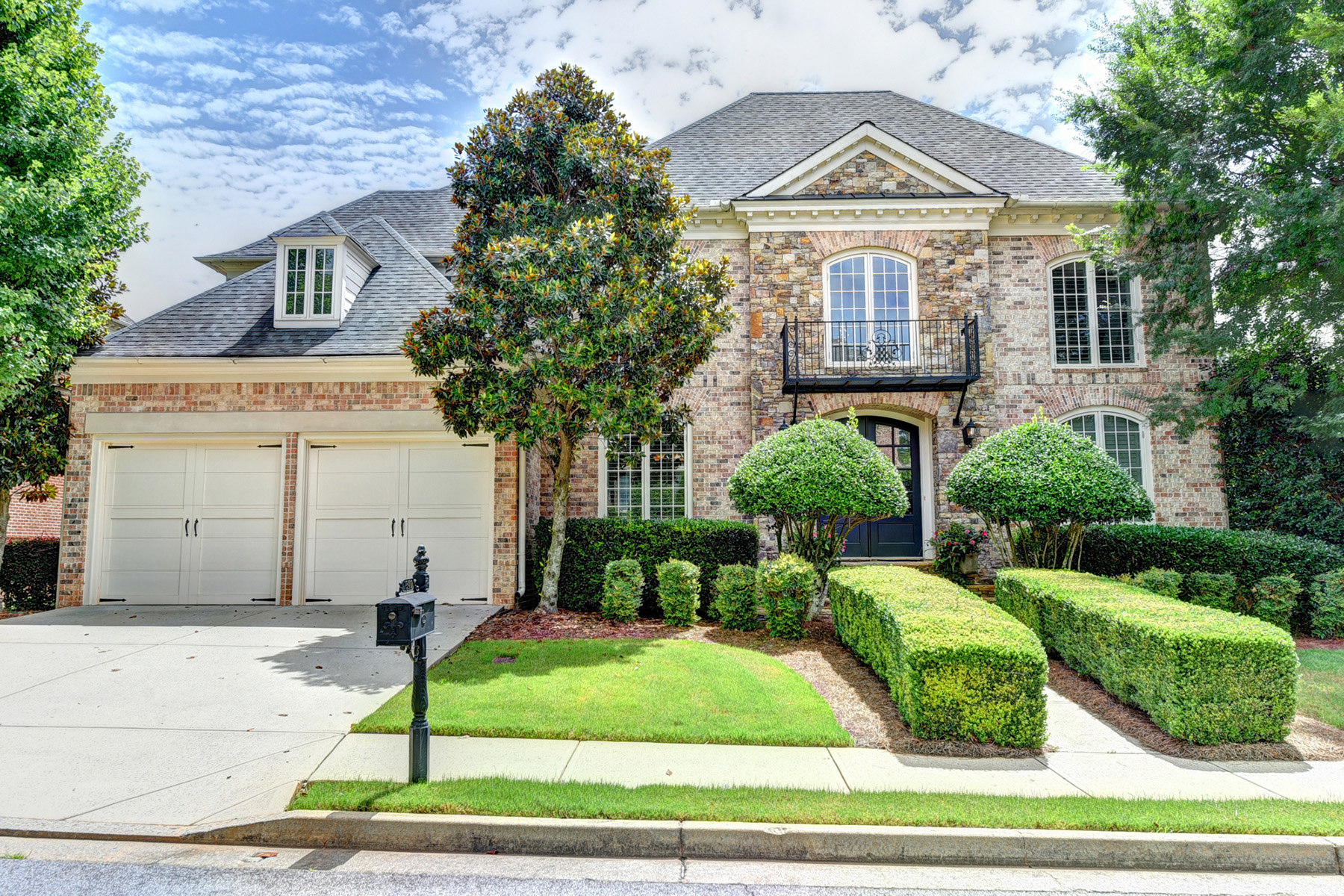 Single Family Homes per Vendita alle ore Desirable John Wieland Gated Community in Forsyth County 7840 Georgetown Circle, Suwanee, Georgia 30024 Stati Uniti