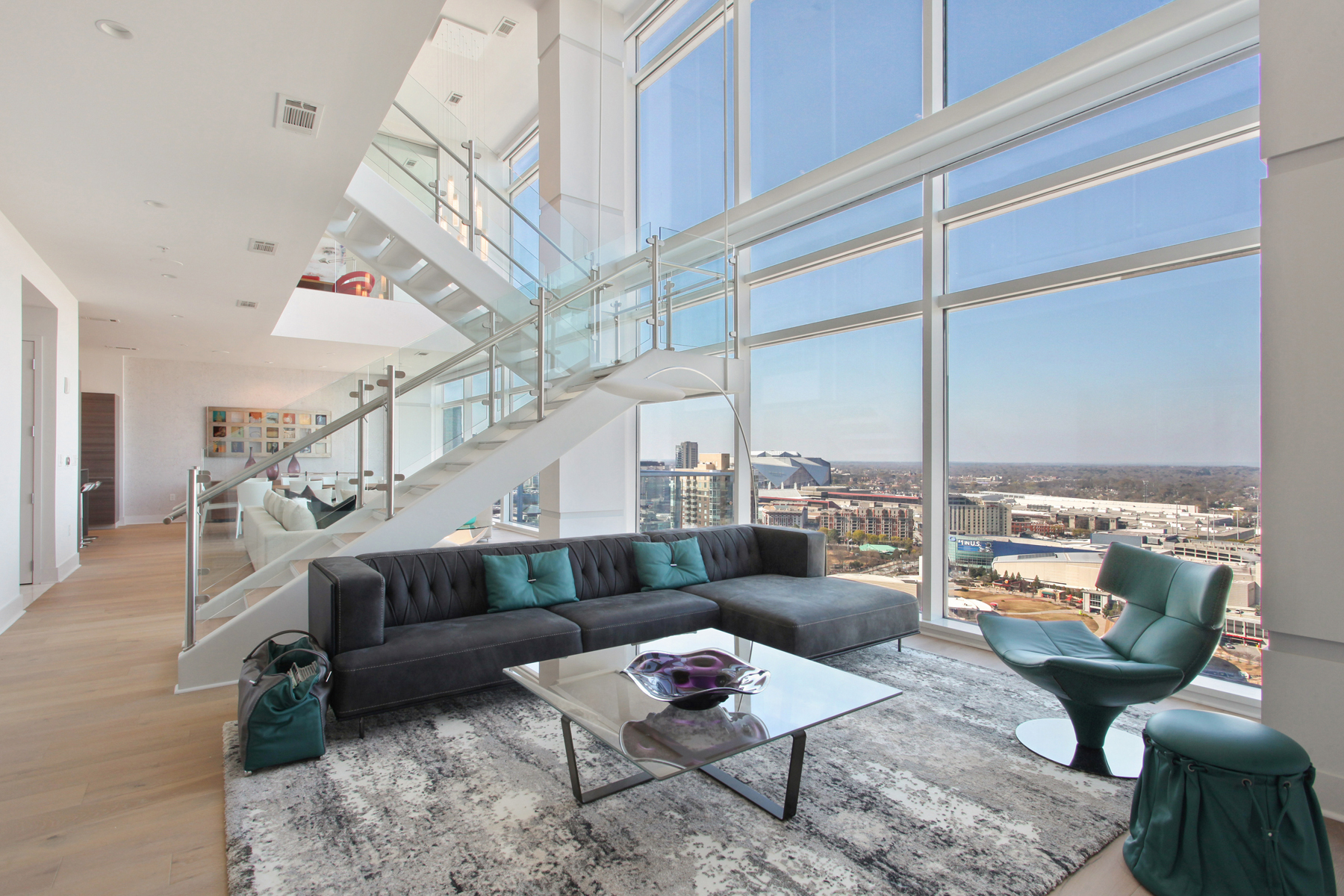 Andelslägenhet för Försäljning vid Largest New Two Story Penthouse in the Heart of Atlanta 45 Ivan Allen Jr Boulevard NW PH#2704 Atlanta, Georgien 30308 Usa