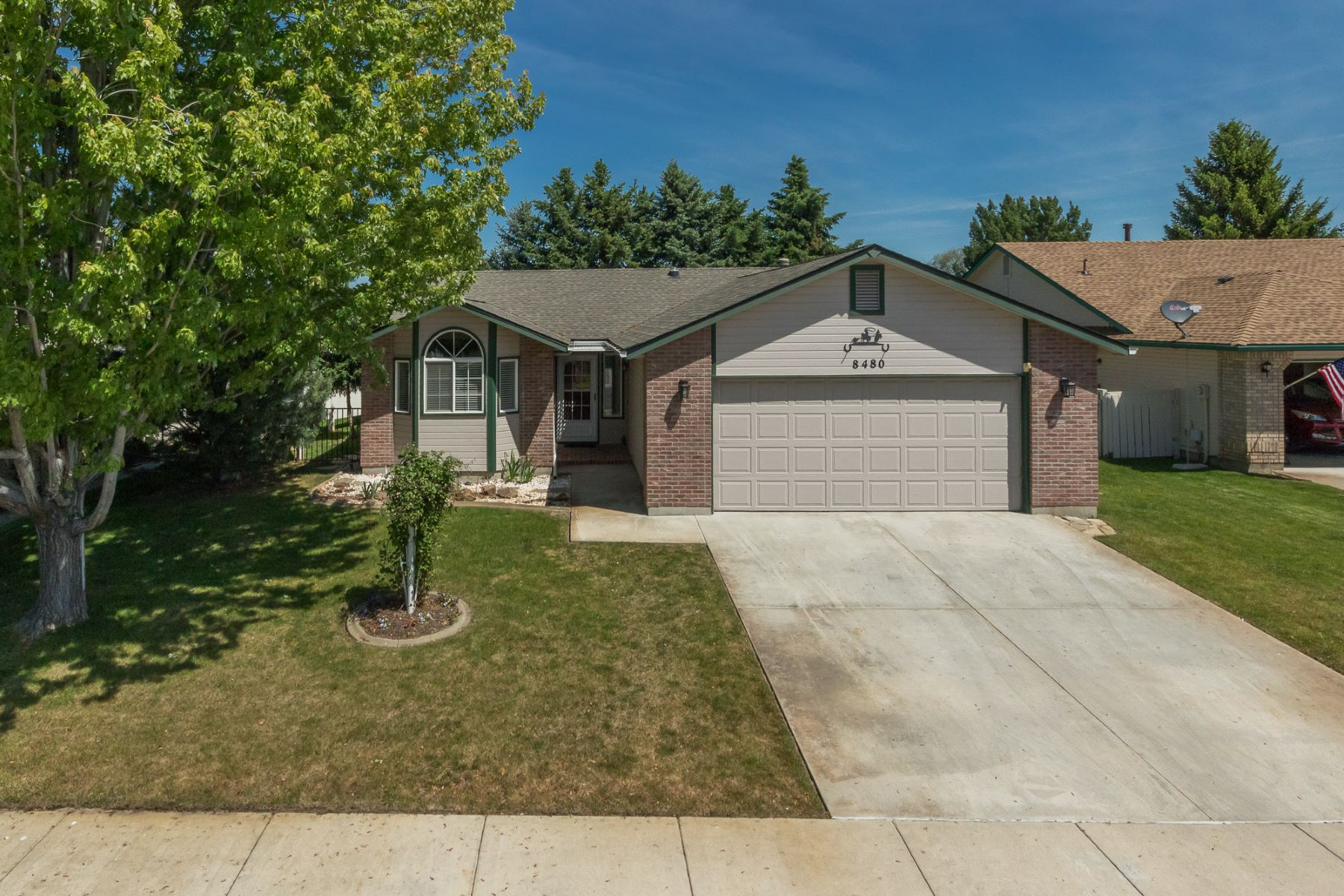 Maison unifamiliale pour l Vente à 8480 Echo Falls, Garden City Garden City, Idaho, 83714 États-Unis