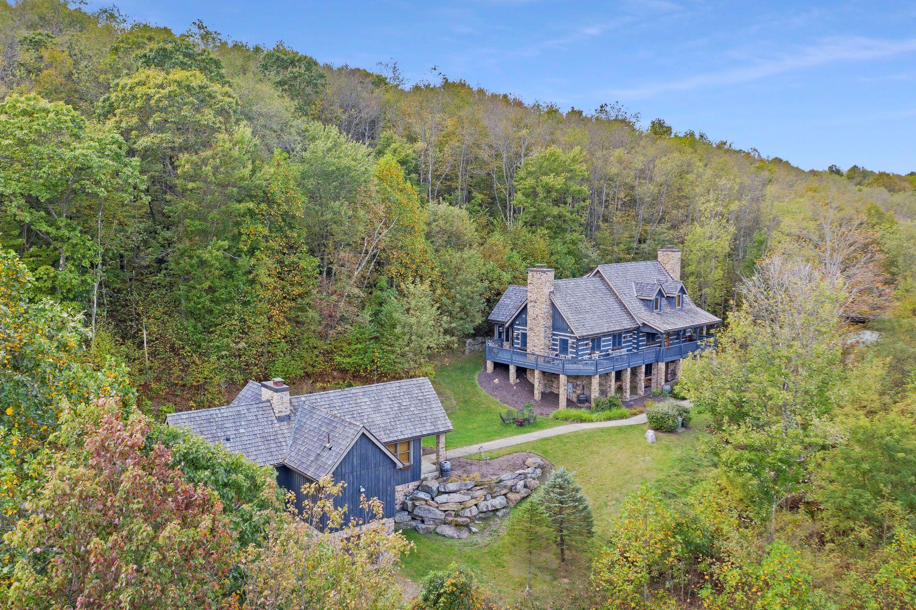 Single Family Homes por un Venta en Adventure Club Cabin 380 New Beaver Creek Road Markleysburg, Pennsylvania 15459 Estados Unidos
