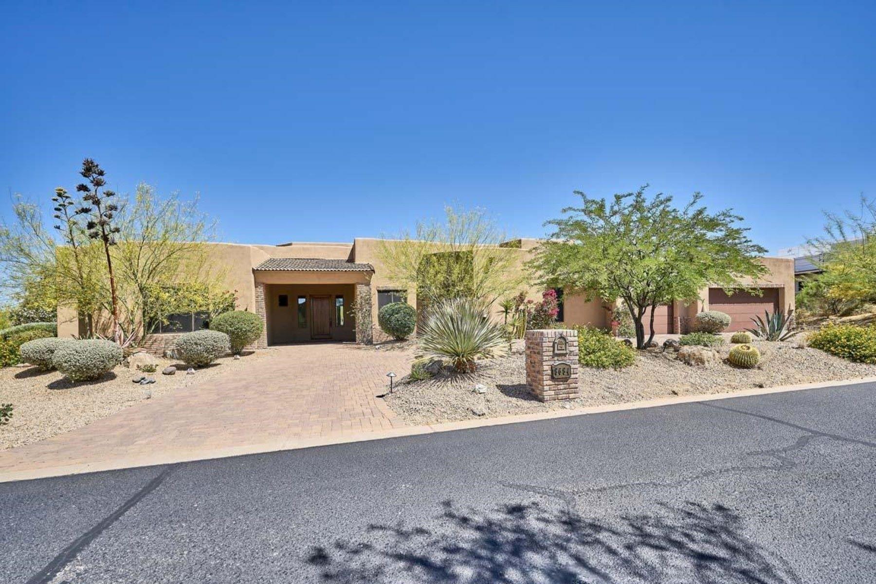 단독 가정 주택 용 매매 에 Classic LaBlonde Custom Santa Fe Style Home 8684 E Arroyo Seco Rd Scottsdale, 아리조나, 85266 미국