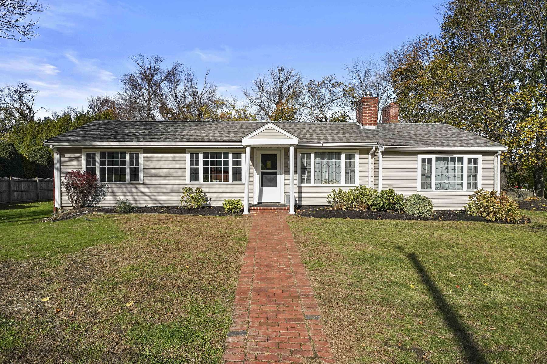 Single Family Homes for Sale at 1 Bulow Rd, Hingham, MA 02043 1 Bulow Rd Hingham, Massachusetts 02043 United States