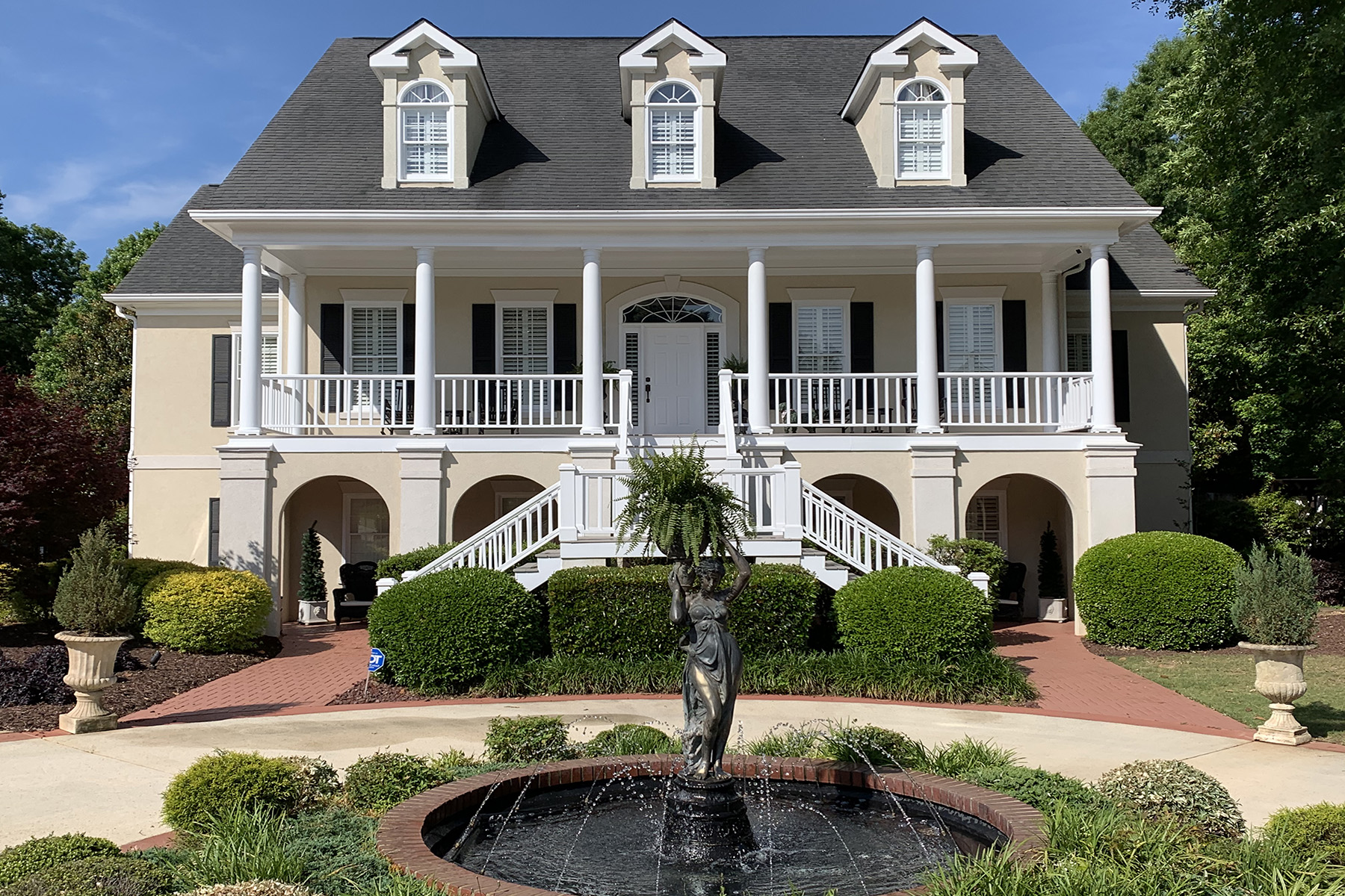 Single Family Homes للـ Sale في Discover a Gorgeous, Charming, Traditional Home in Eagles Landing Country Club 121 Glen Eagle Way, McDonough, Georgia 30253 United States