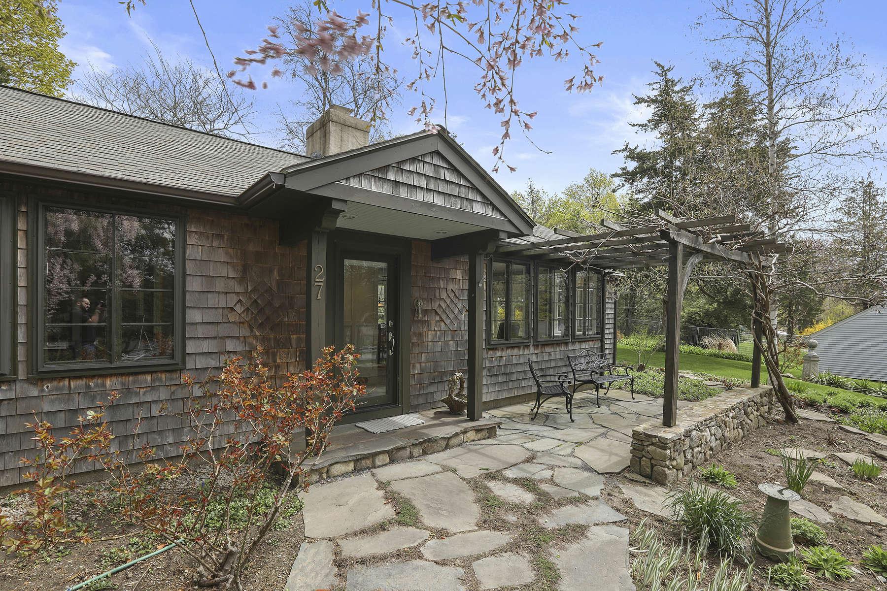 Single Family Homes por un Venta en 27 Clay Spring Rd. Cohasset, Massachusetts 02025 Estados Unidos