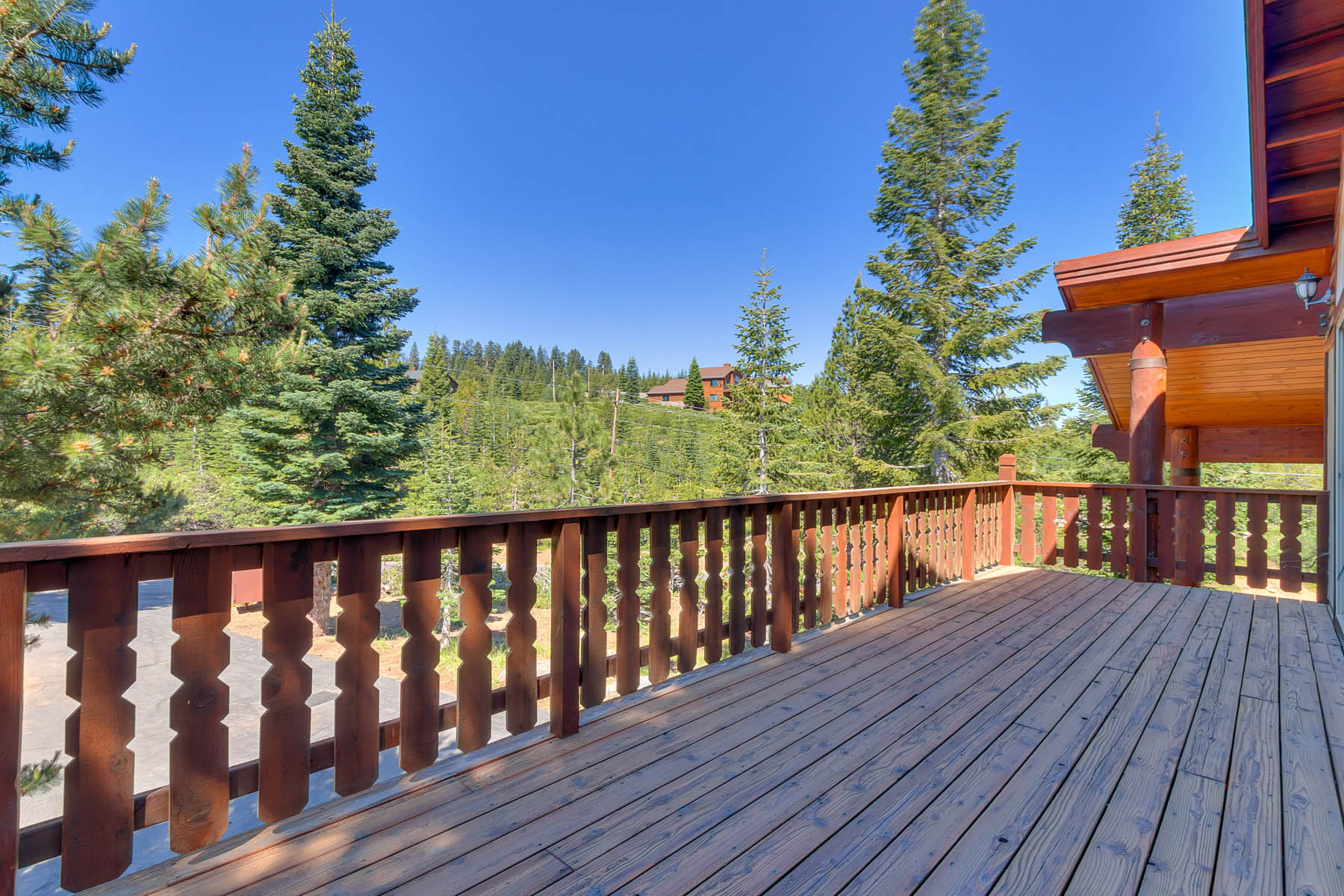 Additional photo for property listing at 15071 Skislope Way, Truckee, CA 15071  Ski Slope Way Truckee, California 96161 United States