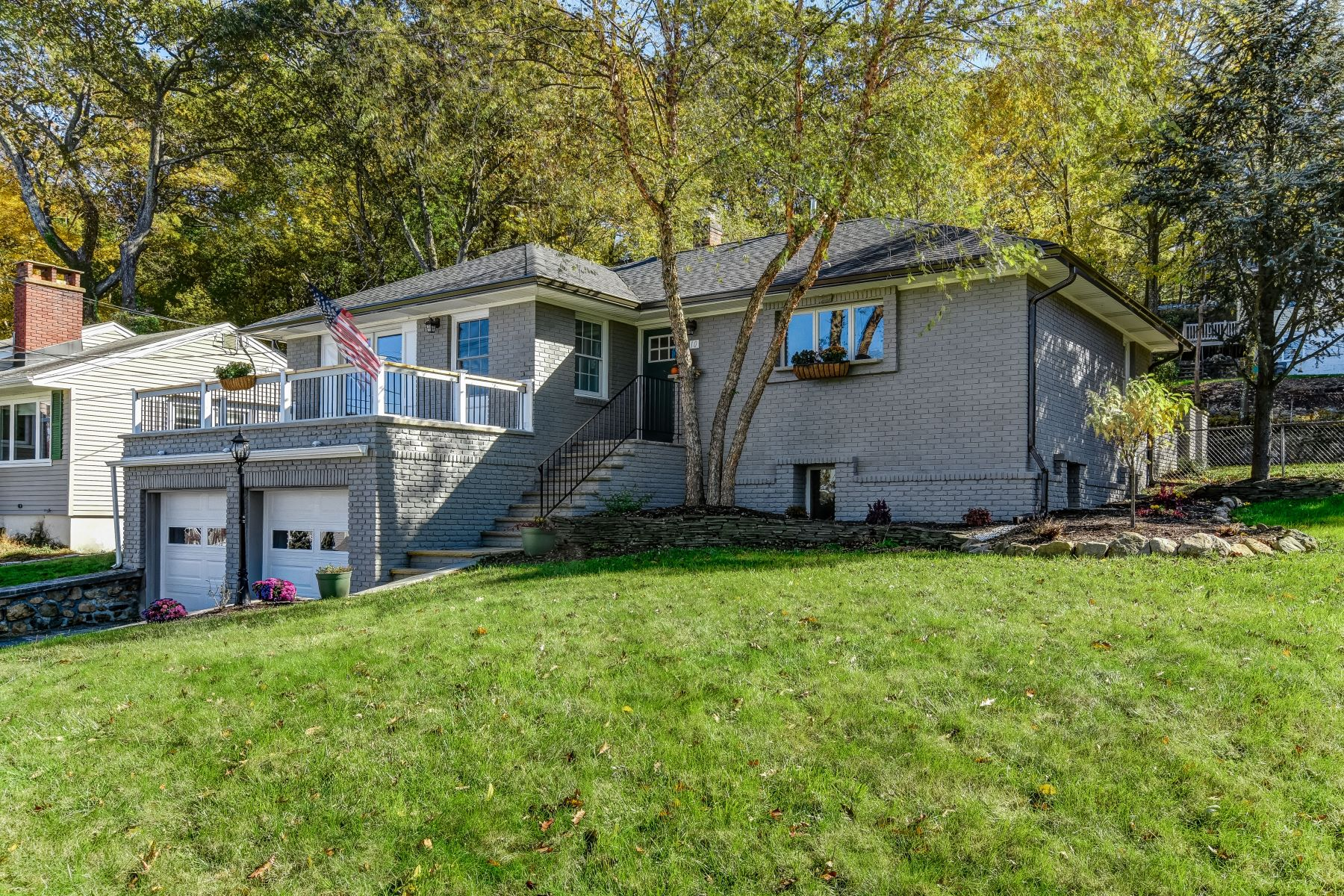 Single Family Home for Sale at Renovated Ranch! 10 Hillard Road, Mount Arlington, New Jersey 07856 United States