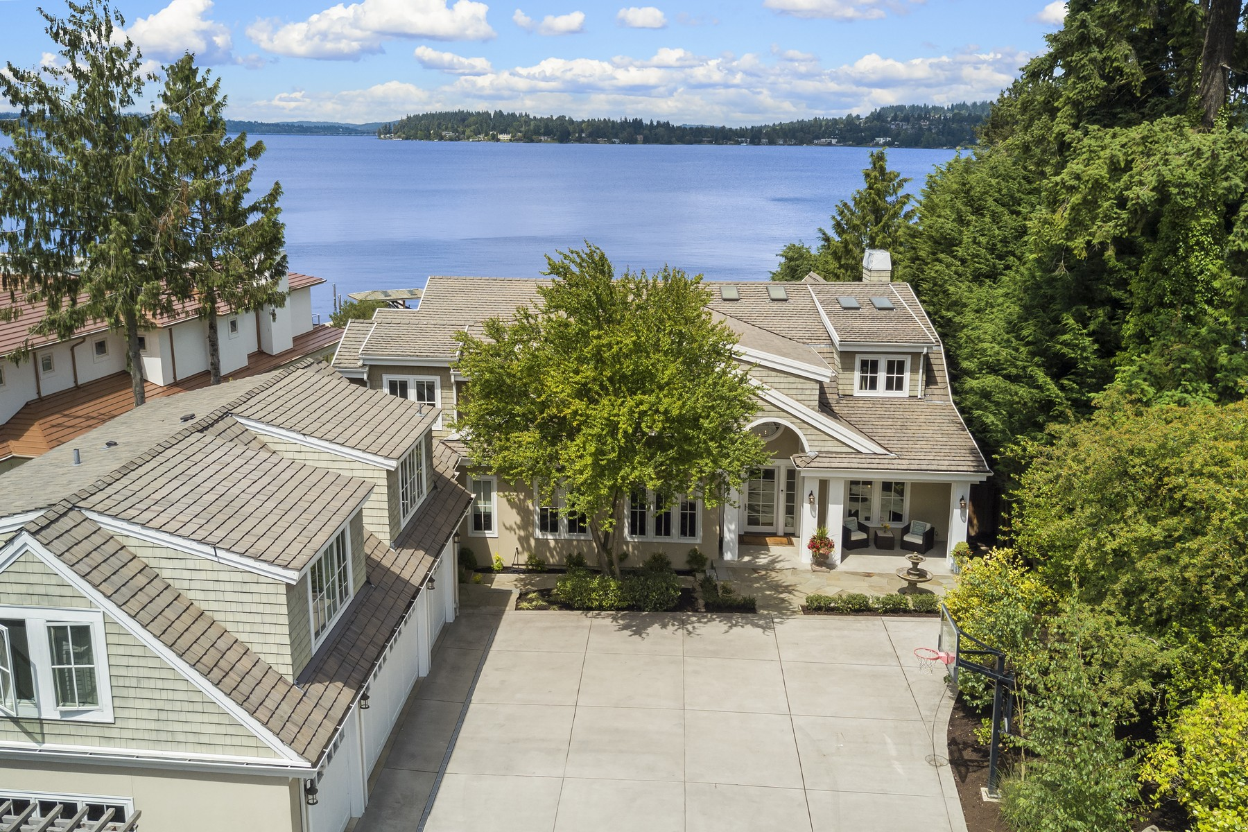 Villa per Vendita alle ore Luxury on the Lake 7450 N Mercer Wy Mercer Island, Washington, 98040 Stati Uniti