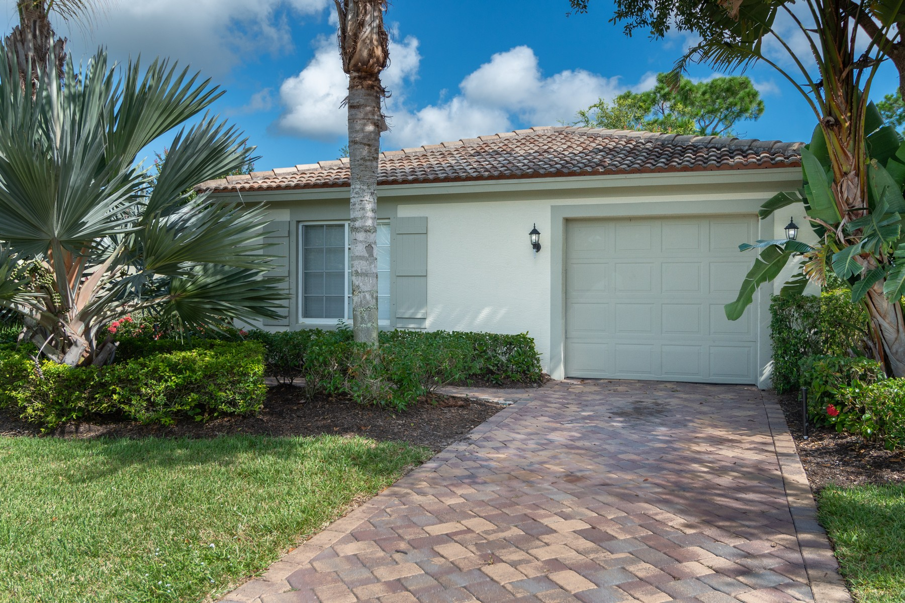 Single Family Homes for Sale at Verolago Three Bedroom Home 4248 56th Lane Vero Beach, Florida 32967 United States