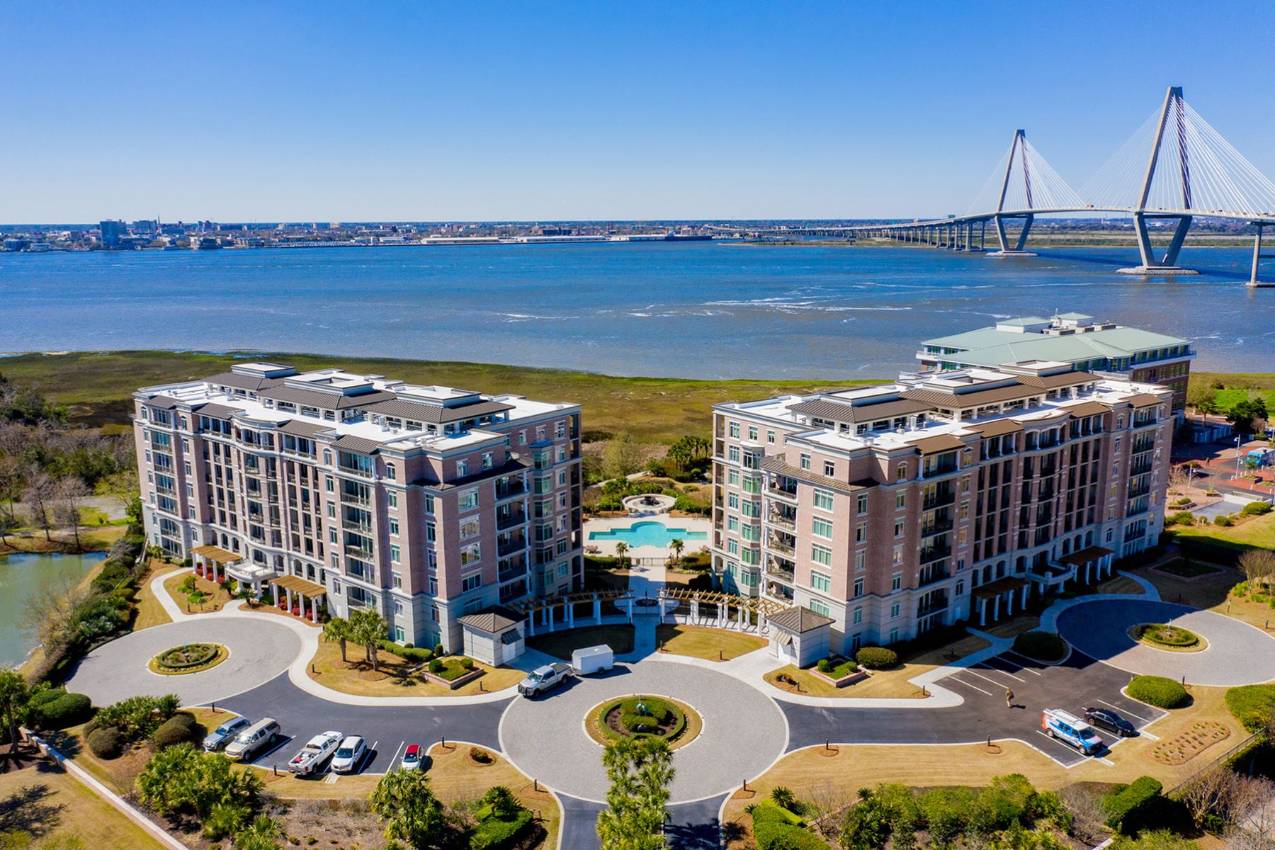 Condominiums for Sale at 175 N Plaza Court, Unit 605 175 N Plaza Court Unit 605 Mount Pleasant, South Carolina 29464 United States