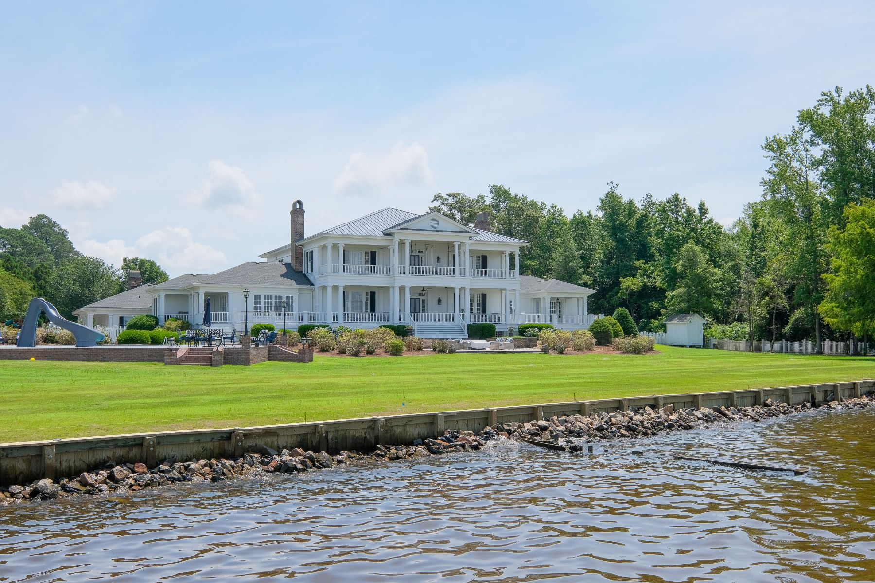 Single Family Homes for Active at UNPARALLELED WATERFRONT ESTATE 210 Blair Court Edenton, North Carolina 27932 United States