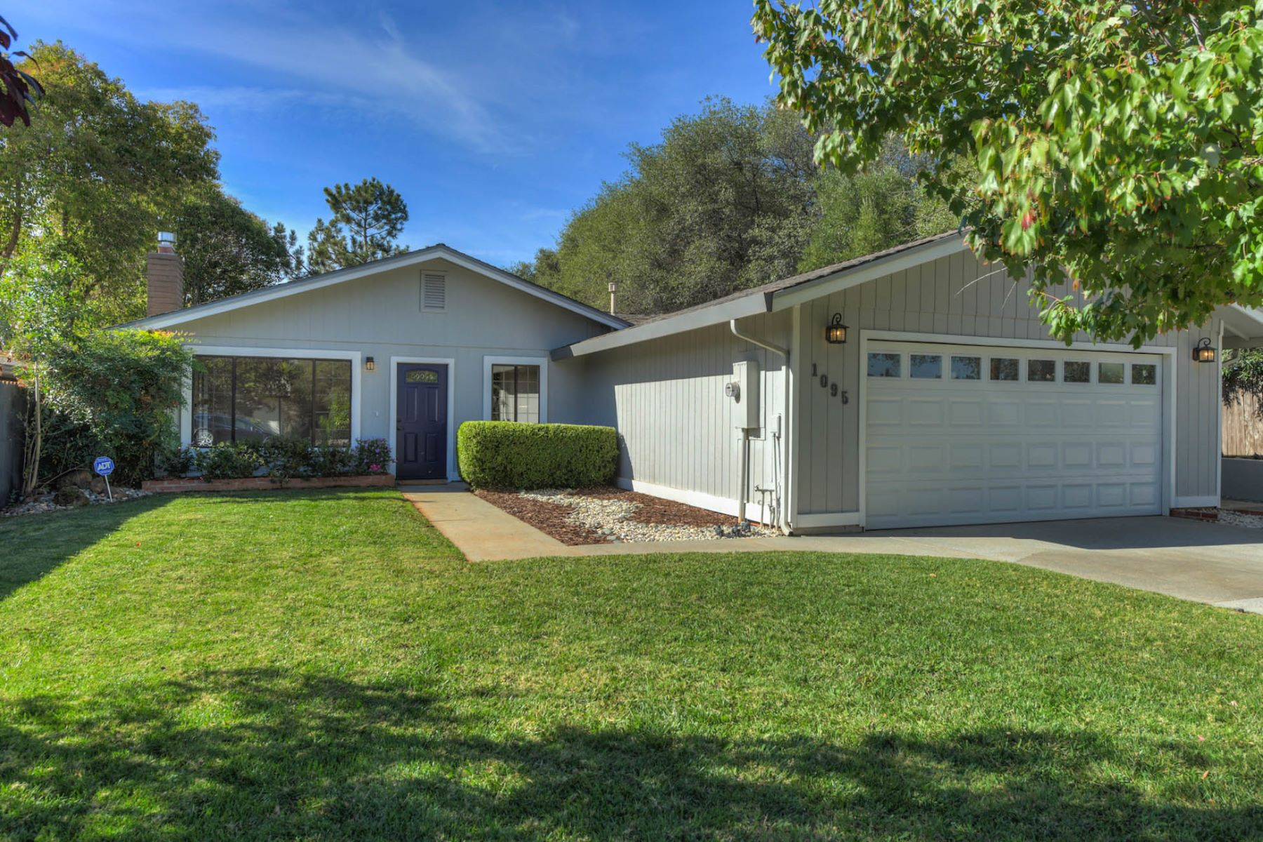 Single Family Homes for Active at 1095 Matson Dr,Auburn, CA 95603 1095 Matson Dr Auburn, California 95603 United States