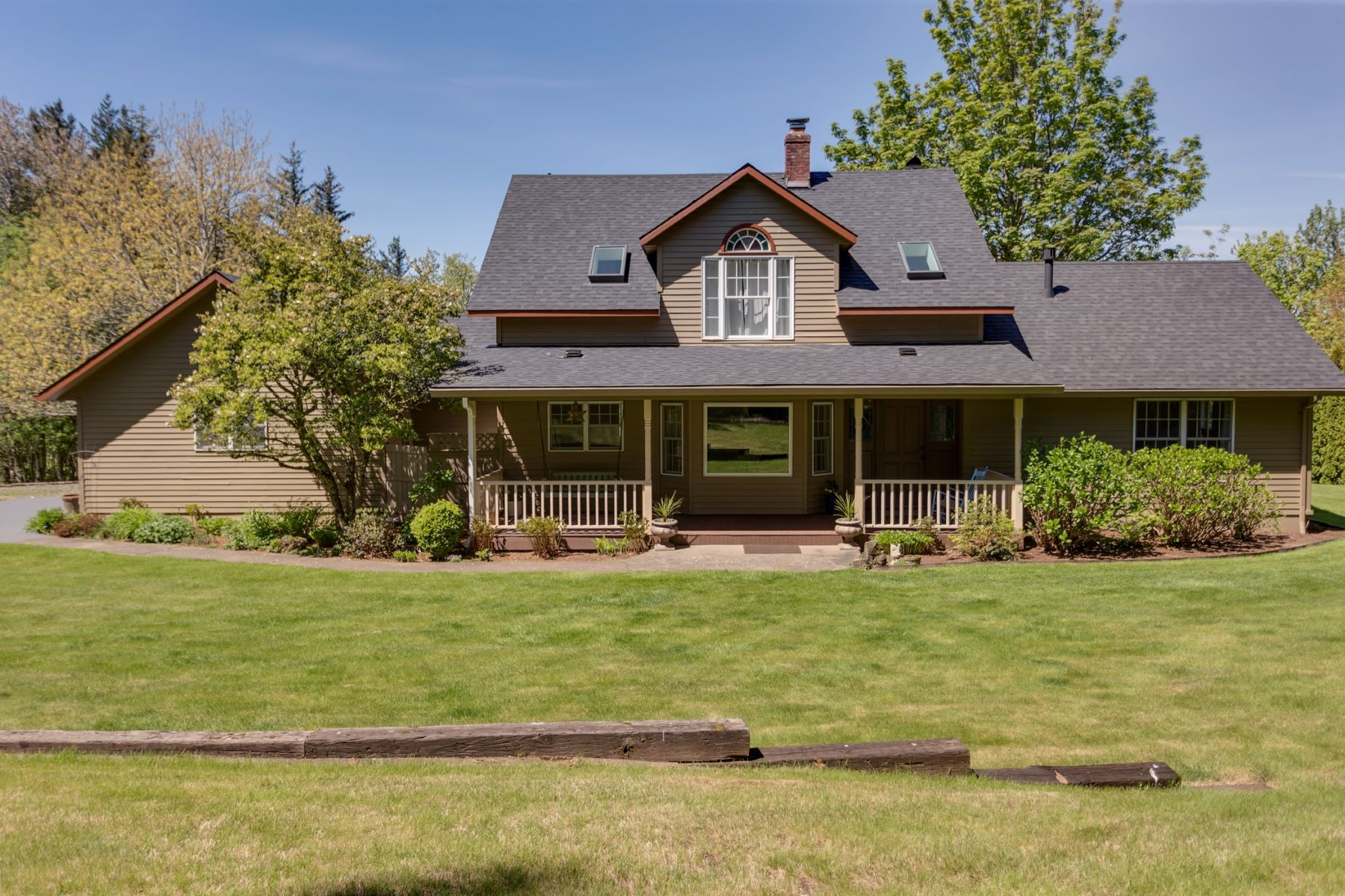 Single Family Homes for Active at 1365 NE CRESTVIEW LN Corbett, Oregon 97019 United States