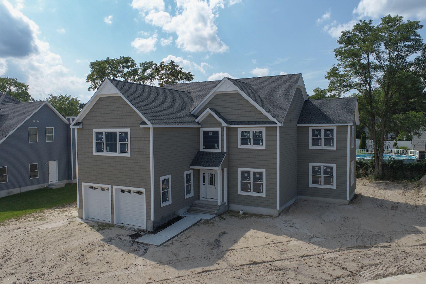Single Family Homes por un Venta en 9 Dallas Court Hazlet, Nueva Jersey 07730 Estados Unidos