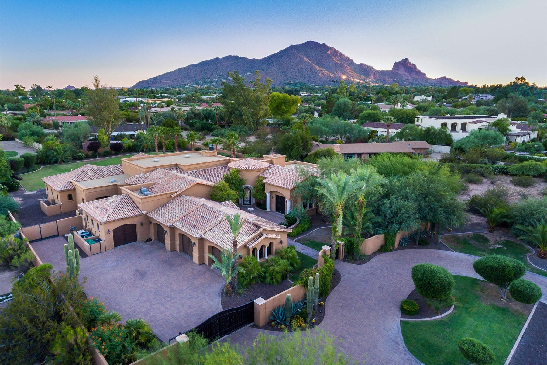 獨棟家庭住宅 為 出售 在 Lovely Paradise Valley home overlooking Camelback Mountain 6720 E Ocotillo Rd Paradise Valley, 亞利桑那州, 85253 美國