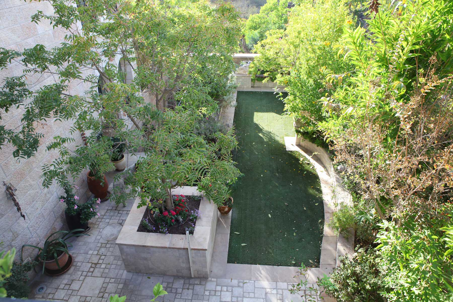 Additional photo for property listing at Incomparable luxury villa in Historic 'Ramat Denya' Neighborhood Jerusalem, Israel Israel