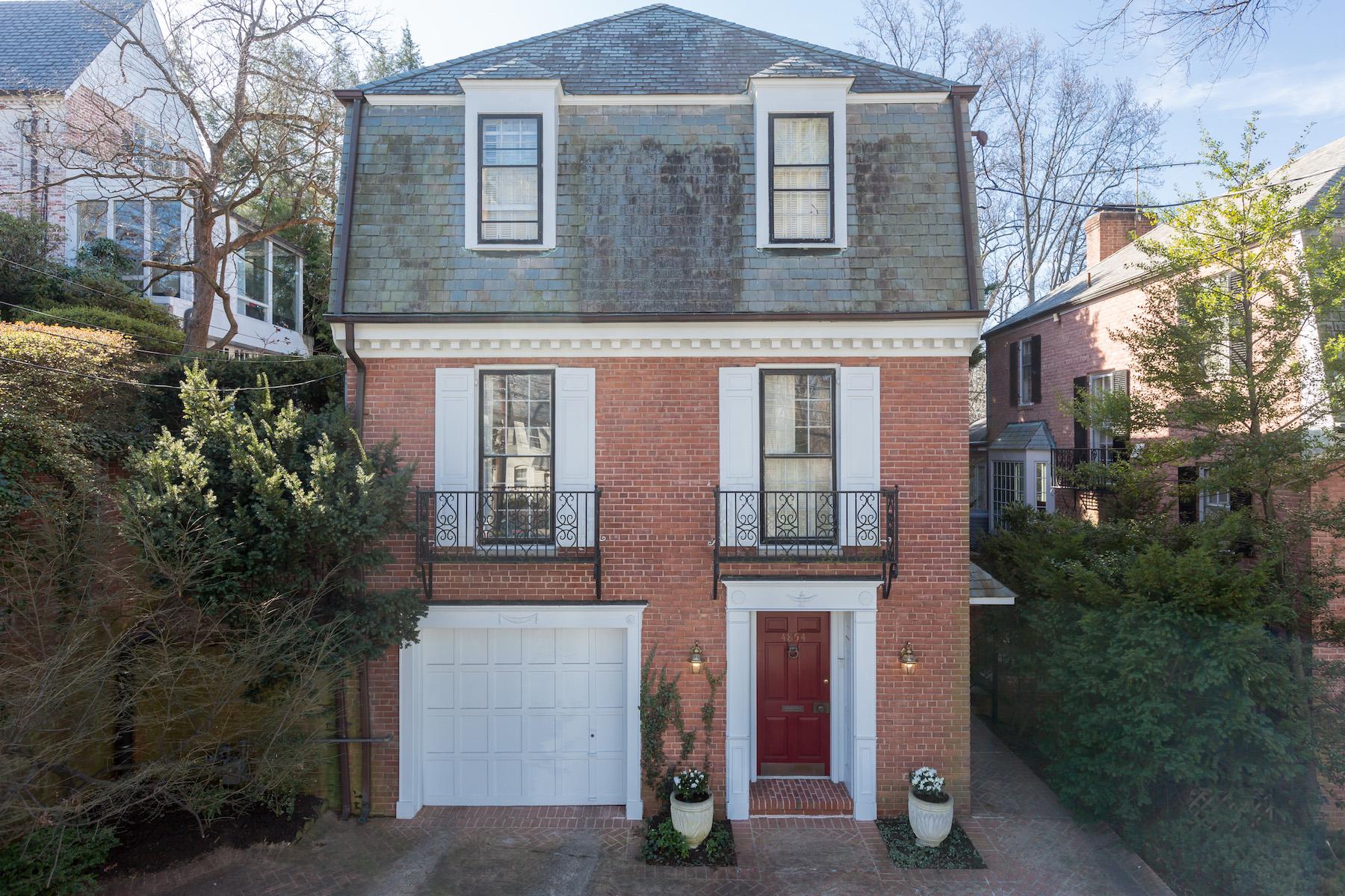 Casa para uma família para Venda às Kent 4854 Loughboro Rd Washington, Distrito De Columbia, 20016 Estados Unidos
