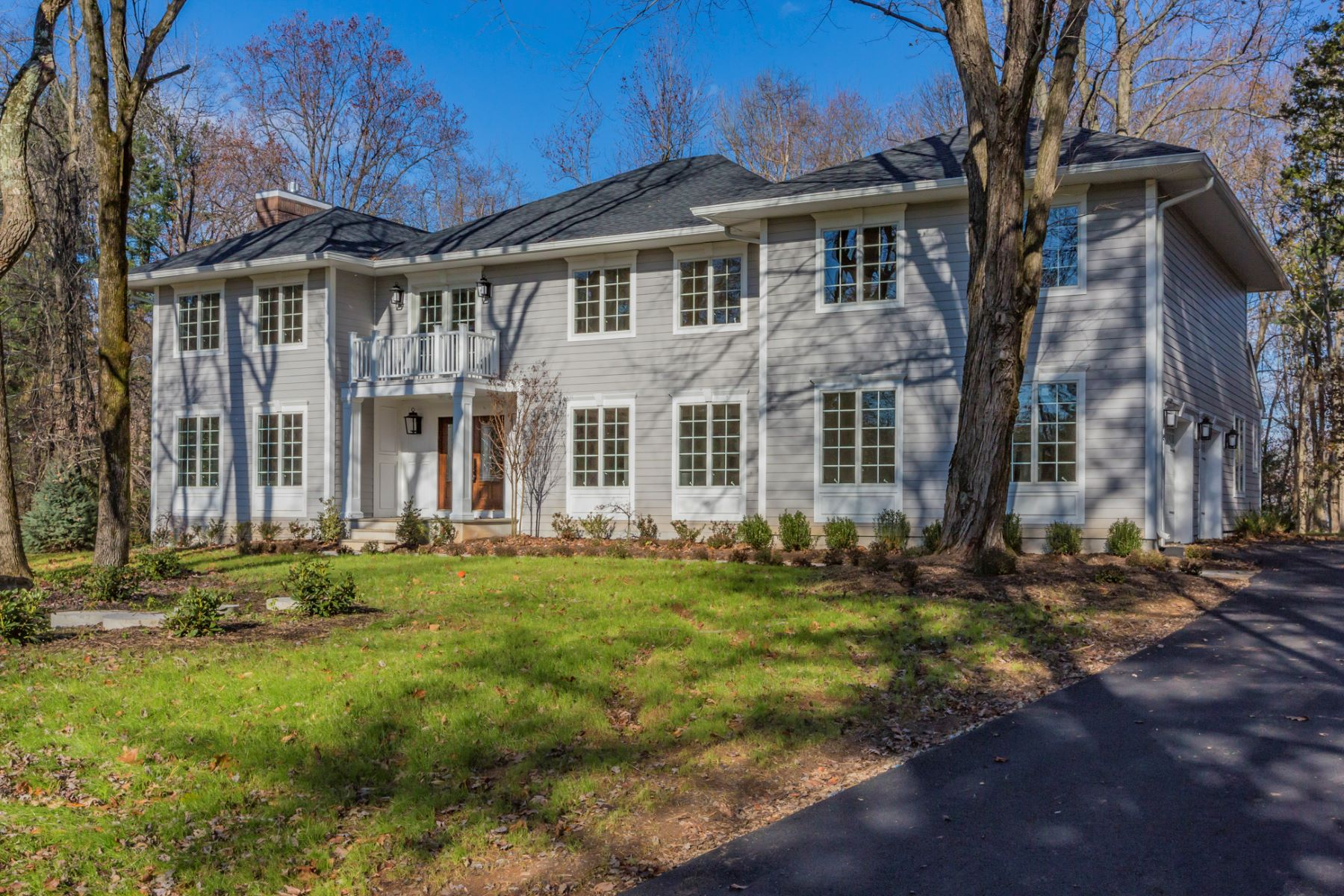 Maison unifamiliale pour l Vente à Dramatically Remodeled To The Highest Standards 1163 Great Road, Princeton, New Jersey 08540 États-UnisDans/Autour: Princeton