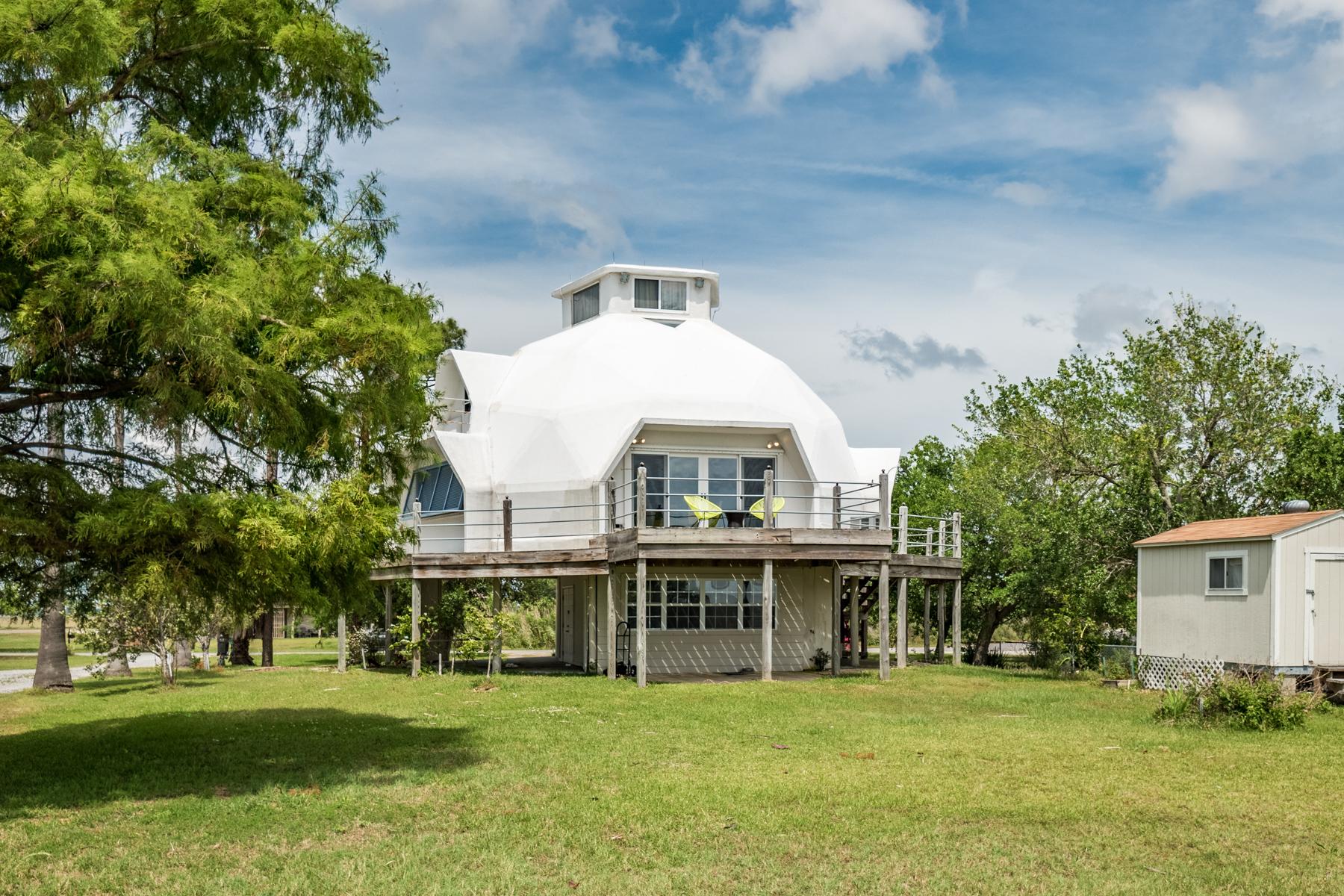 Einfamilienhaus für Verkauf beim Lakefront Dome House 273 Debbie Drive Slidell, Louisiana, 70458 Vereinigte Staaten