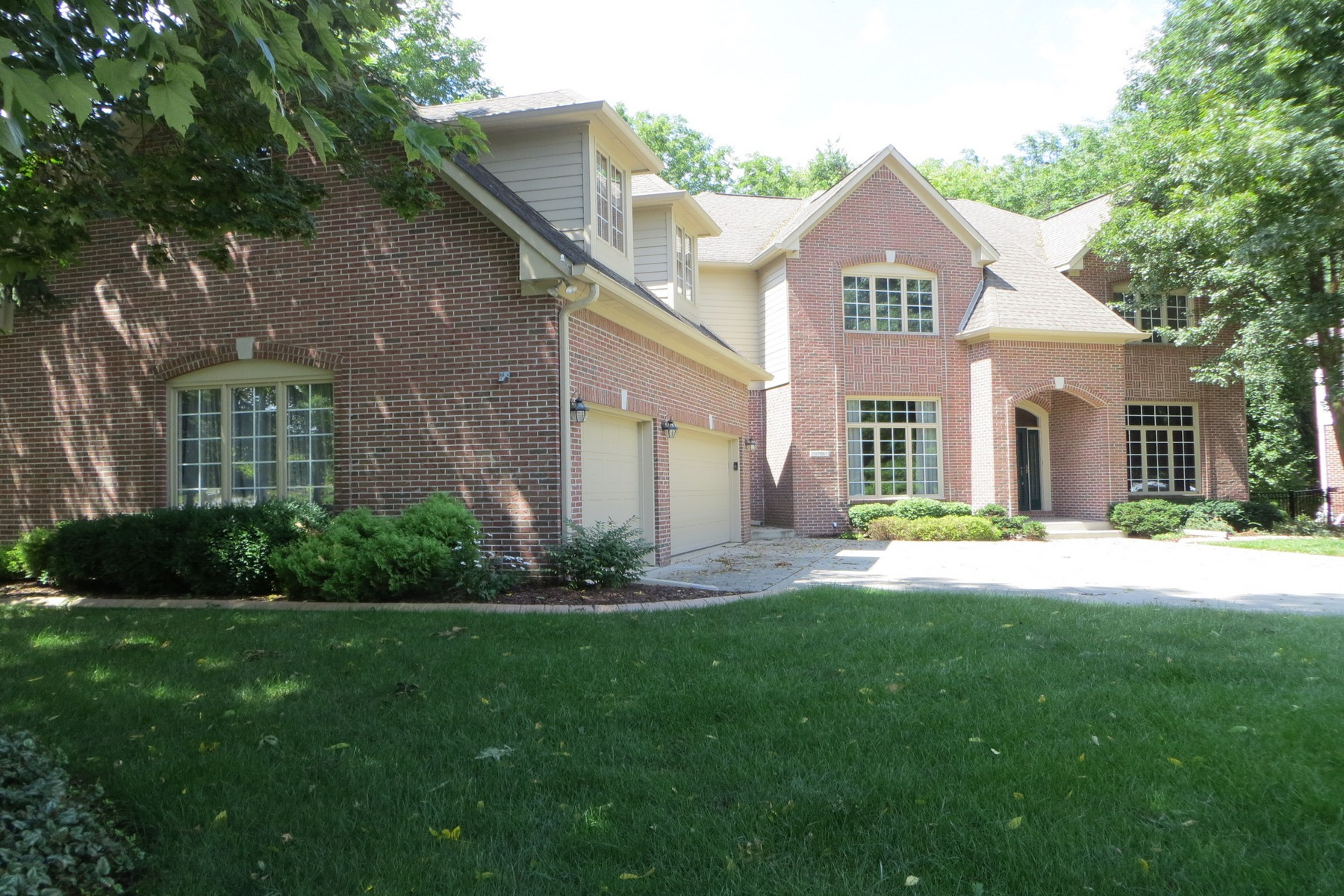 Single Family Homes 为 销售 在 Spectacular Custom Home in Fishers 9756 Woodlands Drive, Fishers, 印第安纳州 46037 美国