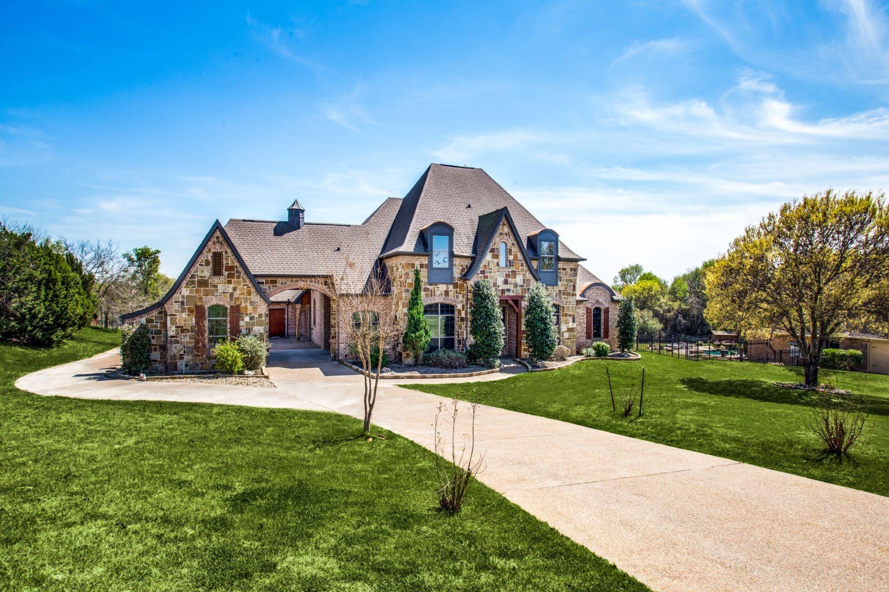 Single Family Homes für Verkauf beim Benbrook, Texas 76126 Vereinigte Staaten