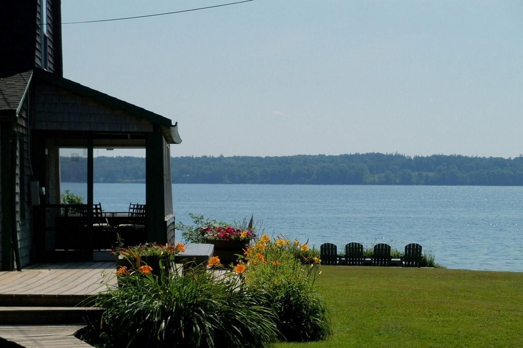 واحد منزل الأسرة للـ Sale في Camp Nautilus 50 Loon Lane, Sedgwick, Maine, 04673 United States