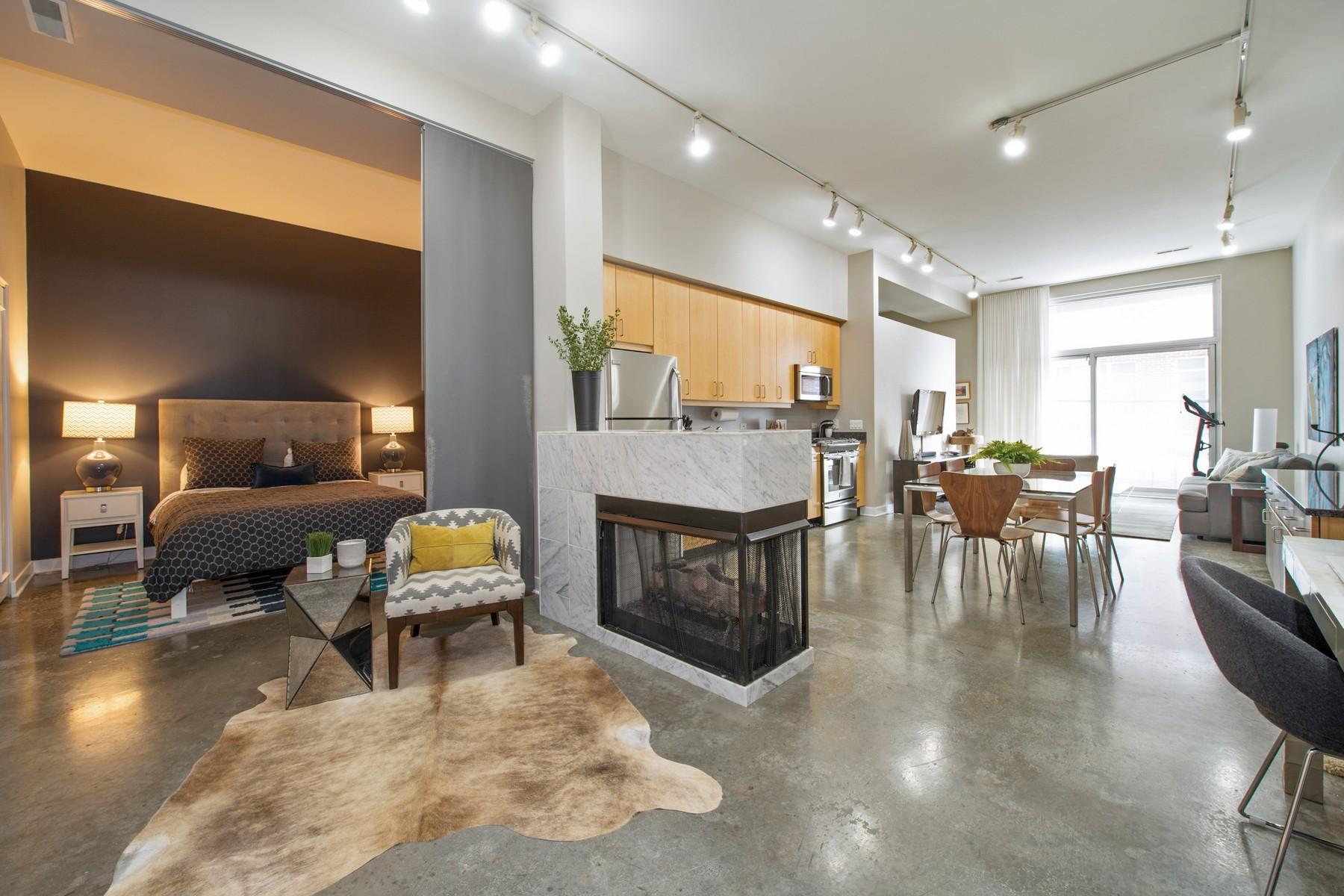 Кондоминиум для того Продажа на Two Bedroom West Loop Loft 939 W Madison Street Unit 205, Near West Side, Chicago, Иллинойс, 60607 Соединенные Штаты