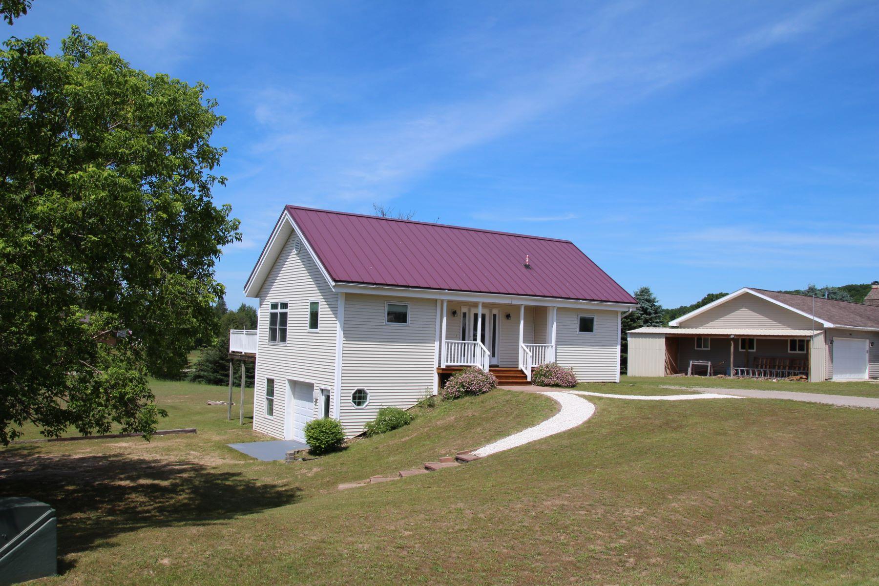 Single Family Homes para Venda às Springbrook association Five-star energy efficient home 03111 Aspen View Trail, Boyne Falls, Michigan 49713 Estados Unidos