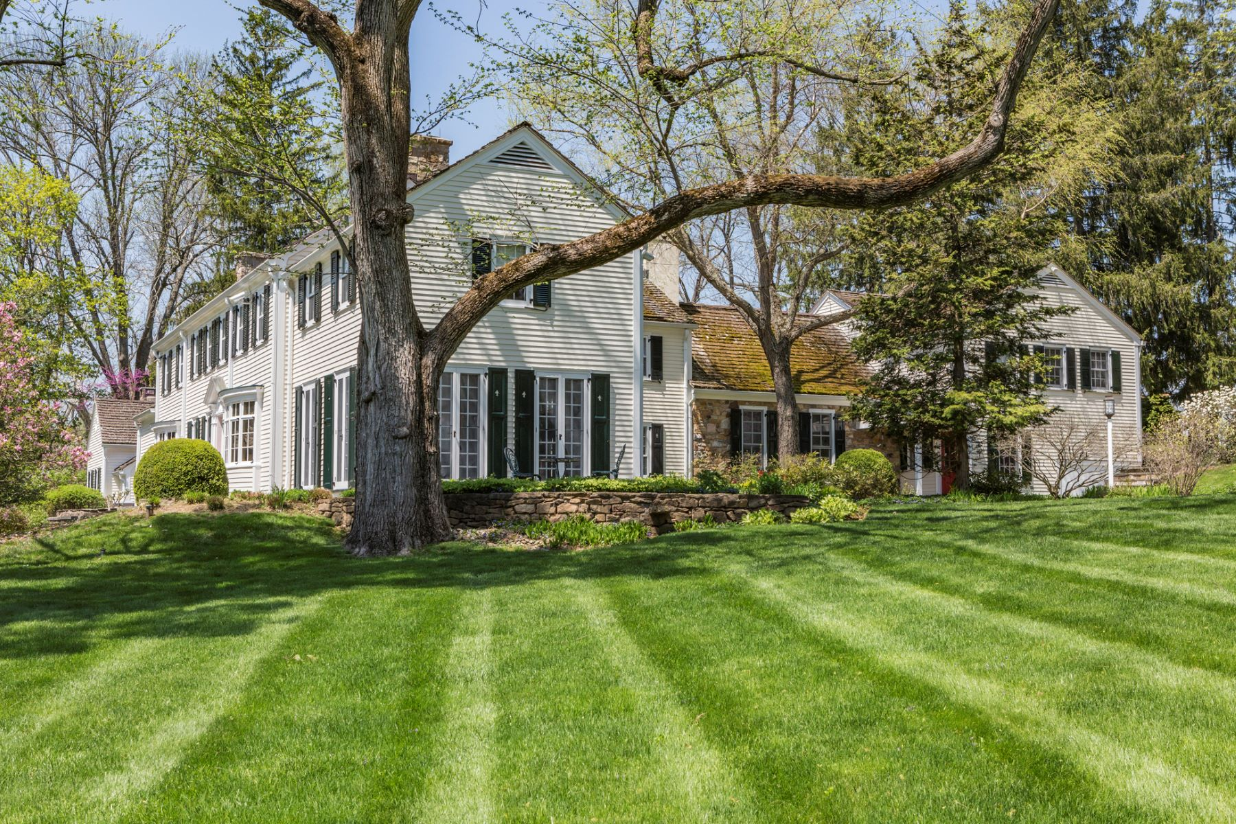 Additional photo for property listing at A Good-For-The-Soul Spirit Embodies This Home 179 Stony Brook Road, Hopewell, Нью-Джерси 08525 Соединенные Штаты
