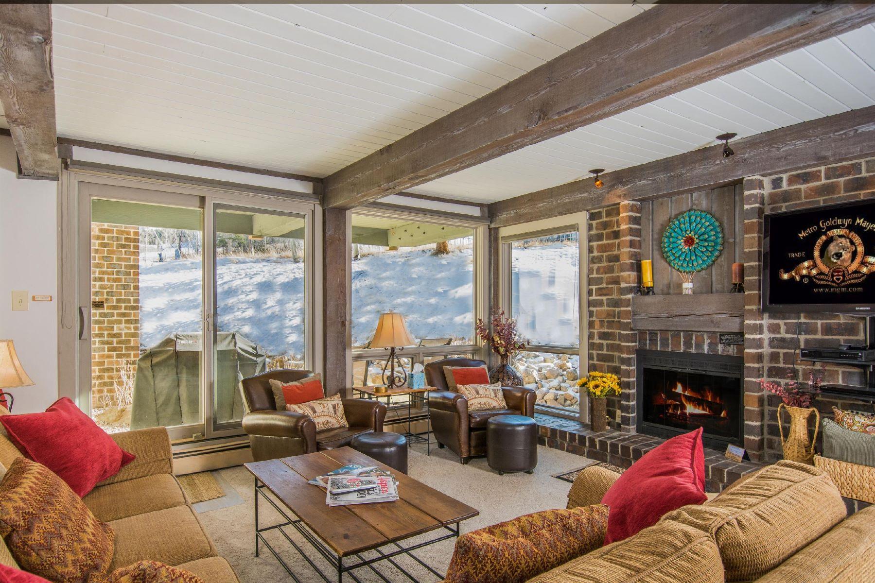共管式独立产权公寓 为 销售 在 Top of the Village, Trails 107 855 Carriage Way Trails 107, 斯诺马斯村, 科罗拉多州, 81615 美国