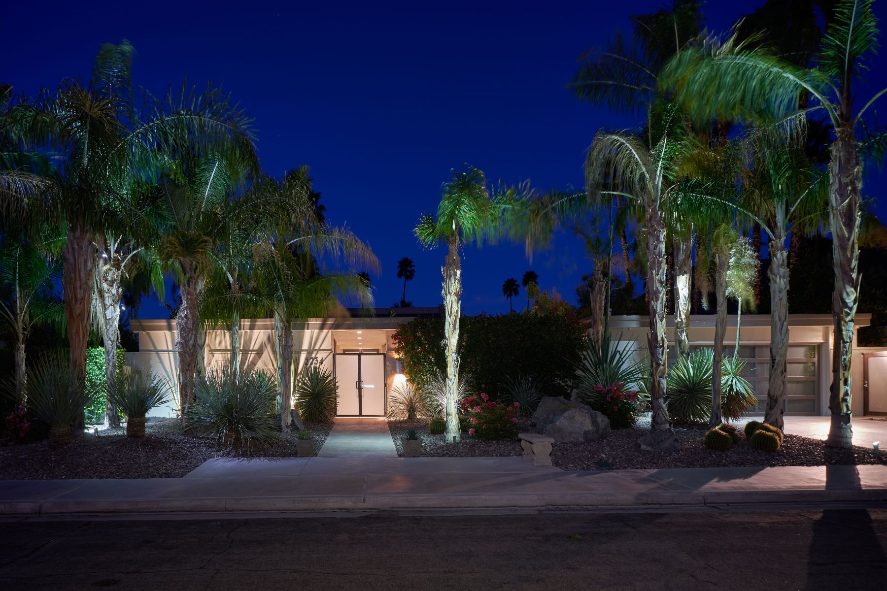 Single Family Home for Sale at 2234 S Caliente Drive 2234 S Caliente Drive Palm Springs, California 92264 United States