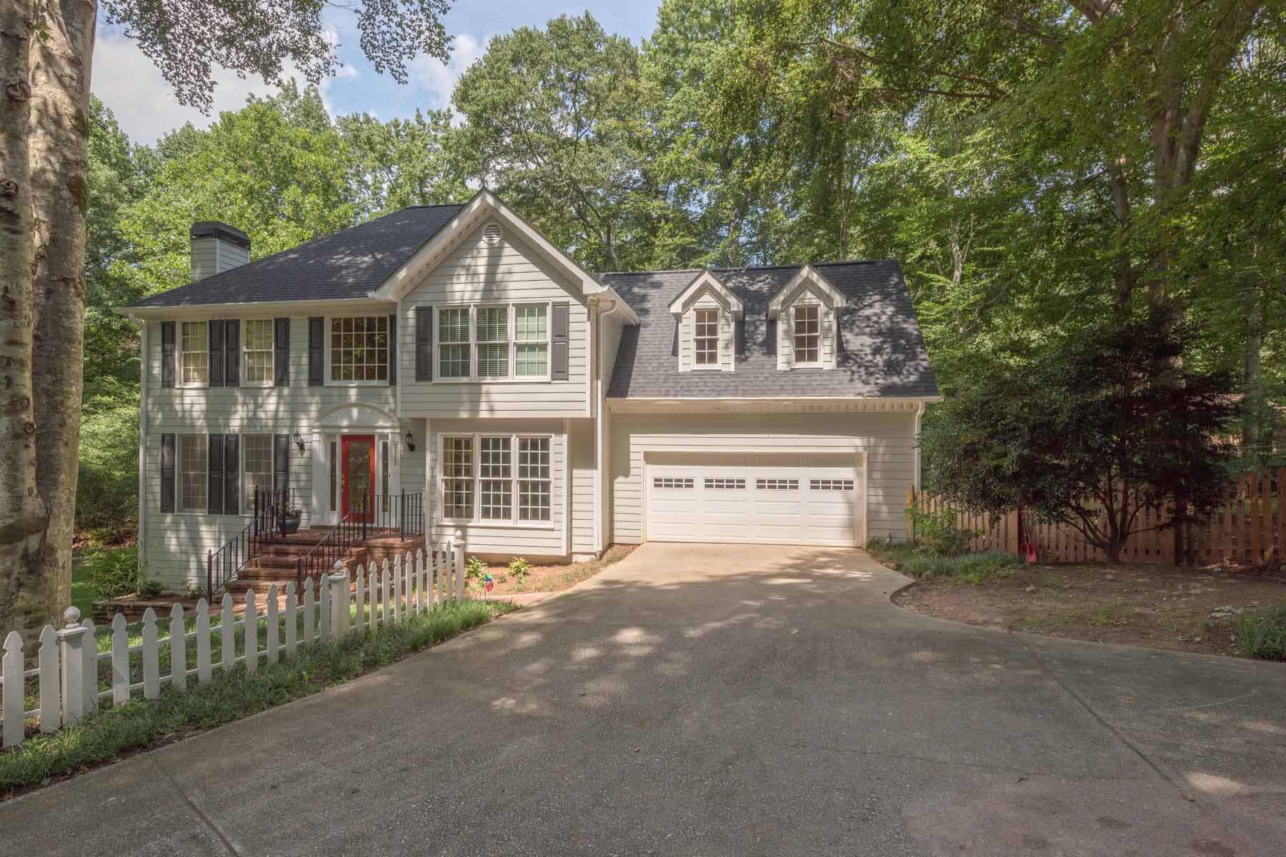 Casa para uma família para Venda às Beautiful Home in Park Place Forest 2321 Birdie Lane Duluth, Geórgia, 30096 Estados Unidos