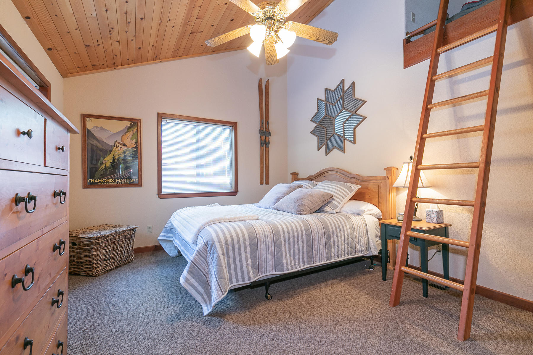 Additional photo for property listing at 12016 Lausanne Way Truckee, California 96161 United States