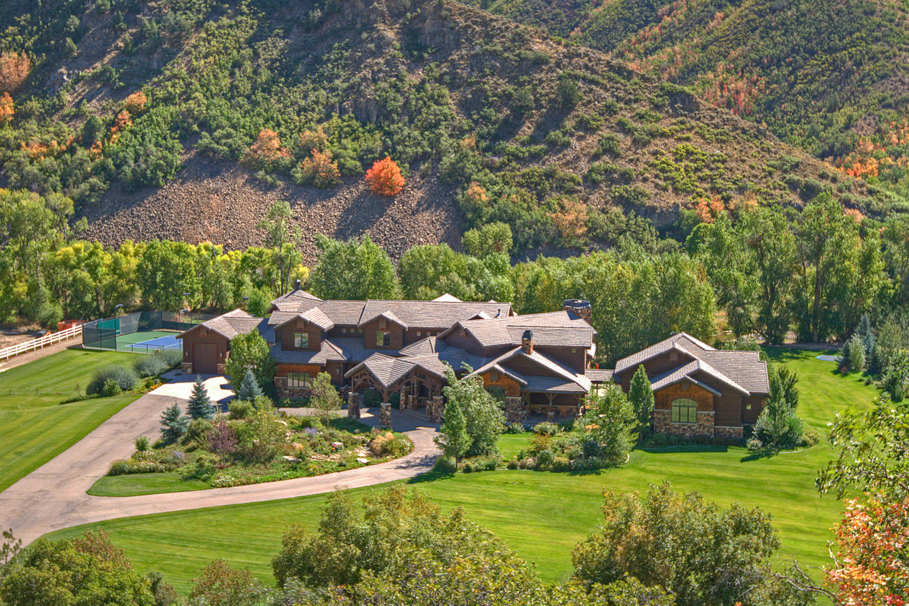 단독 가정 주택 용 매매 에 Incredible Estate in Hobble Creek Canyon 887 Hobble Creek Canyon Rd Springville, 유타, 84663 미국