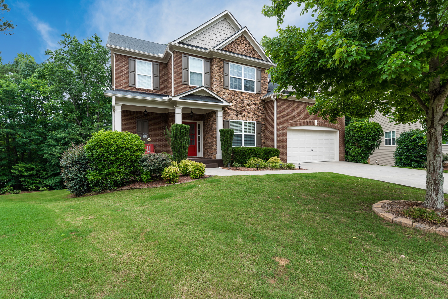 Single Family Homes for Active at Prime Location and Meticulously Maintained Home in Bentwater 31 Rose Bay Ct Acworth, Georgia 30101 United States