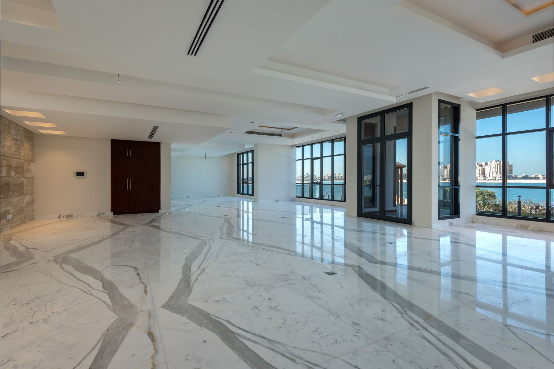 Additional photo for property listing at Rare Opportunity to Own a Full Tip of 5 villas on Palm Jumeirah Dubai, Dubai United Arab Emirates
