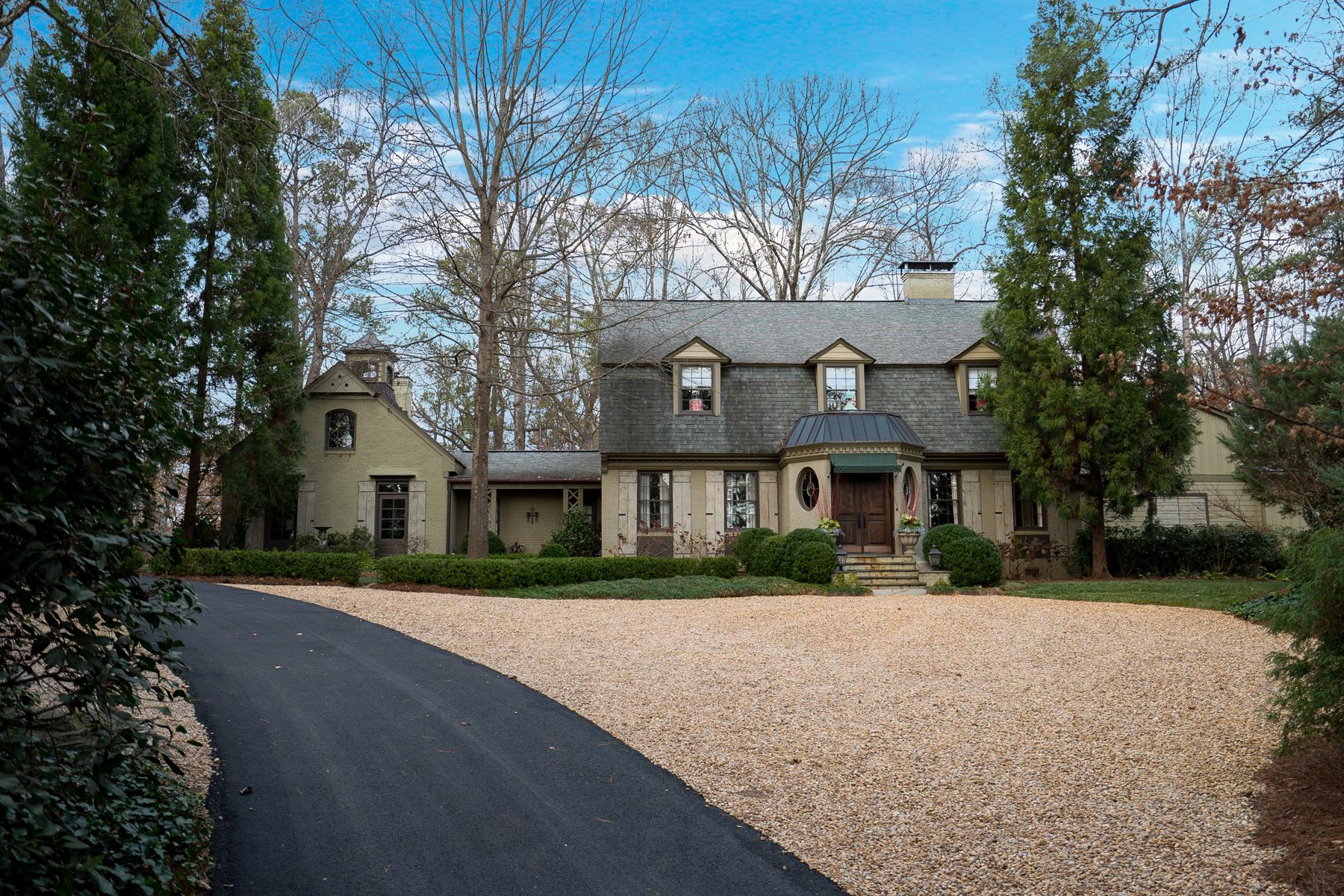 Частный односемейный дом для того Продажа на Sophisticated Chastain Park Home 537 Hillside Drive NW Atlanta, Джорджия 30342 Соединенные Штаты