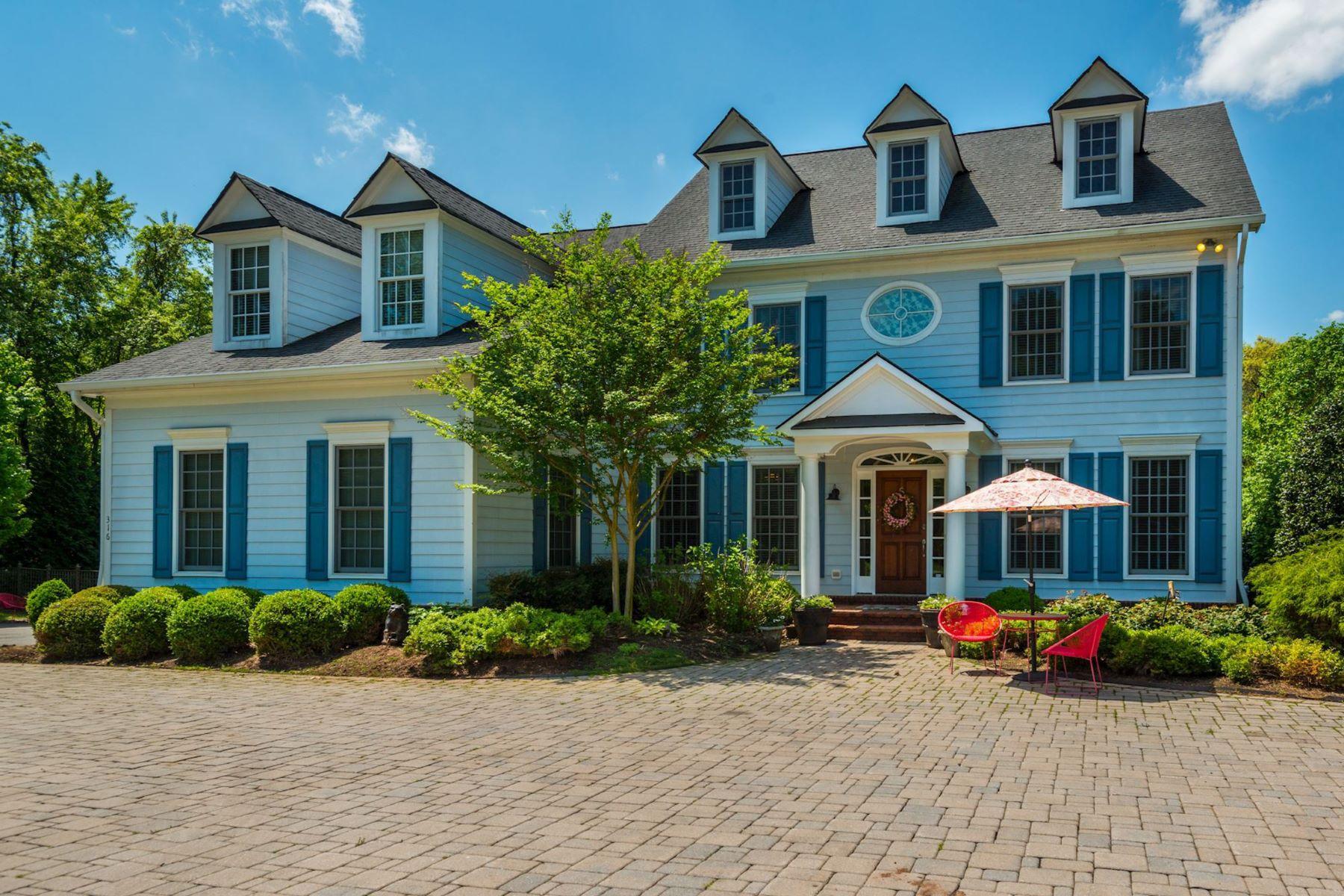 Maison unifamiliale pour l Vente à 316 River Bend Road, Great Falls 316 River Bend Rd Great Falls, Virginia, 22066 États-Unis
