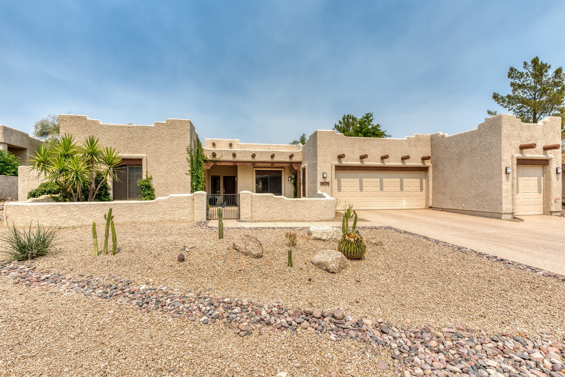 Single Family Homes for Sale at Chic Rio Verde Home 26256 N ARROYO WAY Rio Verde, Arizona 85263 United States